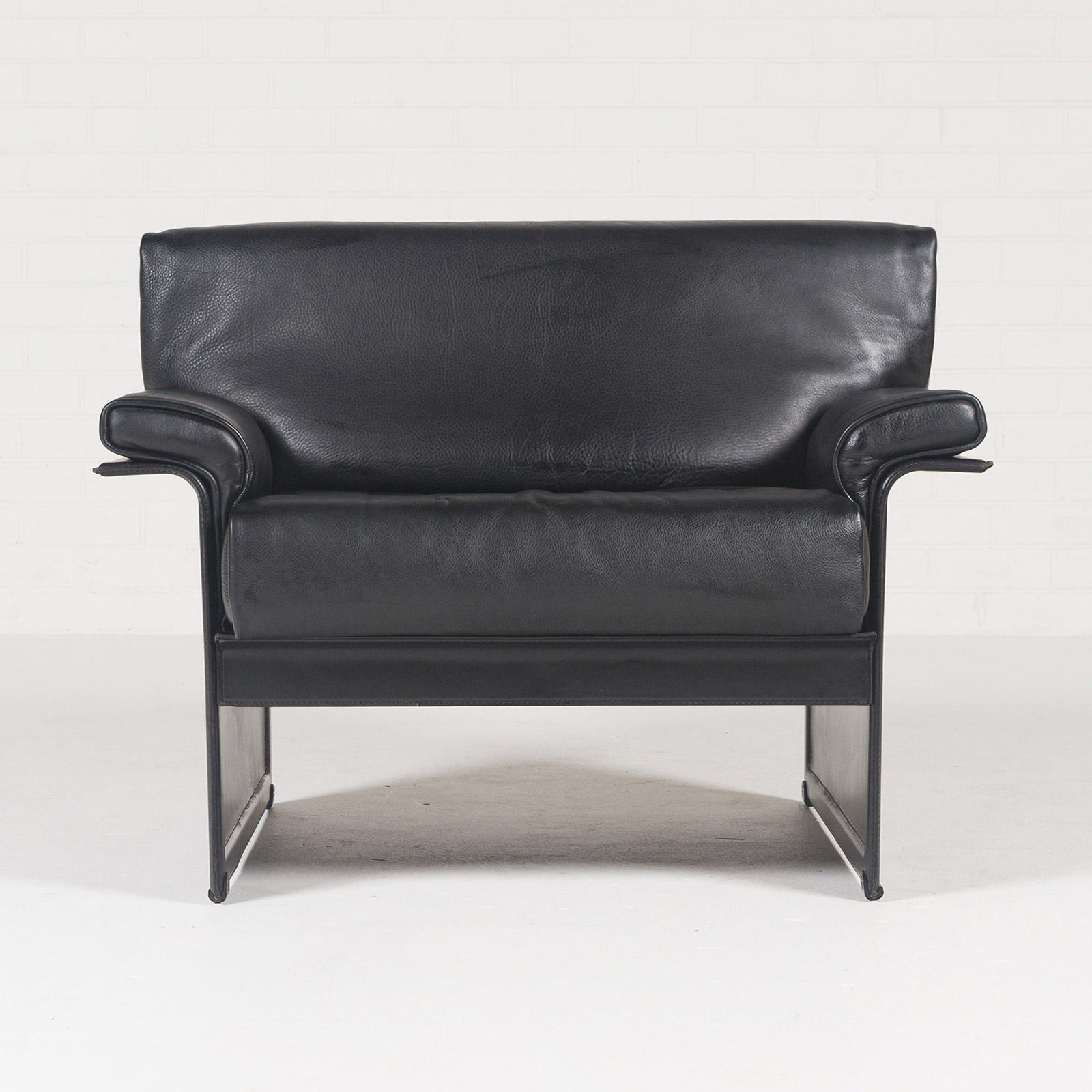 Awesome Armchair By Tito Agnoli For Matteo Grassi In Black Leather 1960s Italy 02