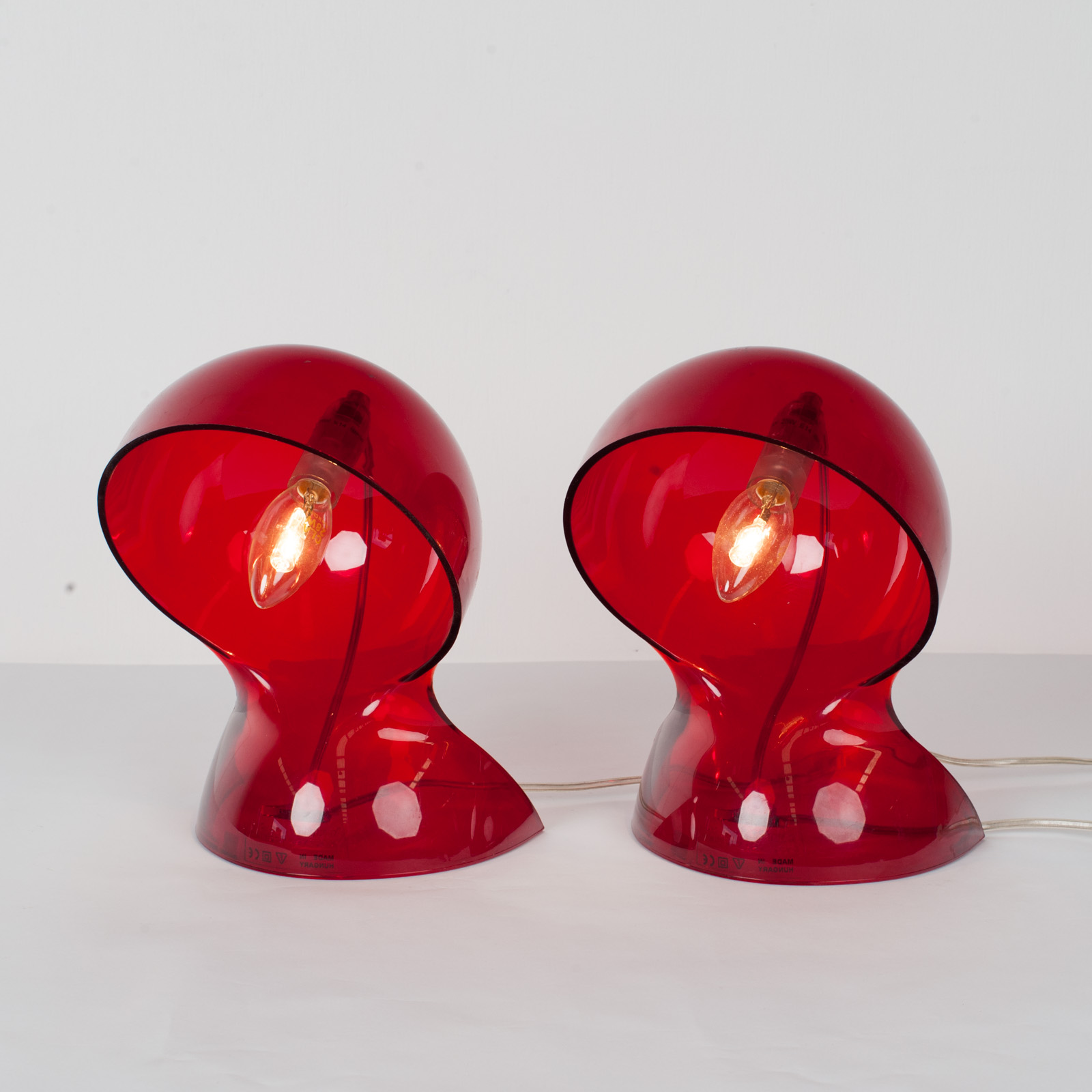 Pair Of Dalu Lamps In Red Plexiglass By Vico Magistretti For Artemide, 1969, Italy4