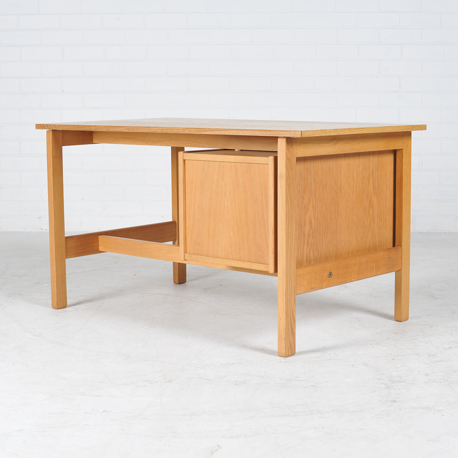 Desk By Hans Wegner In Oak Manufactured By Getama 1960s Denmark 01