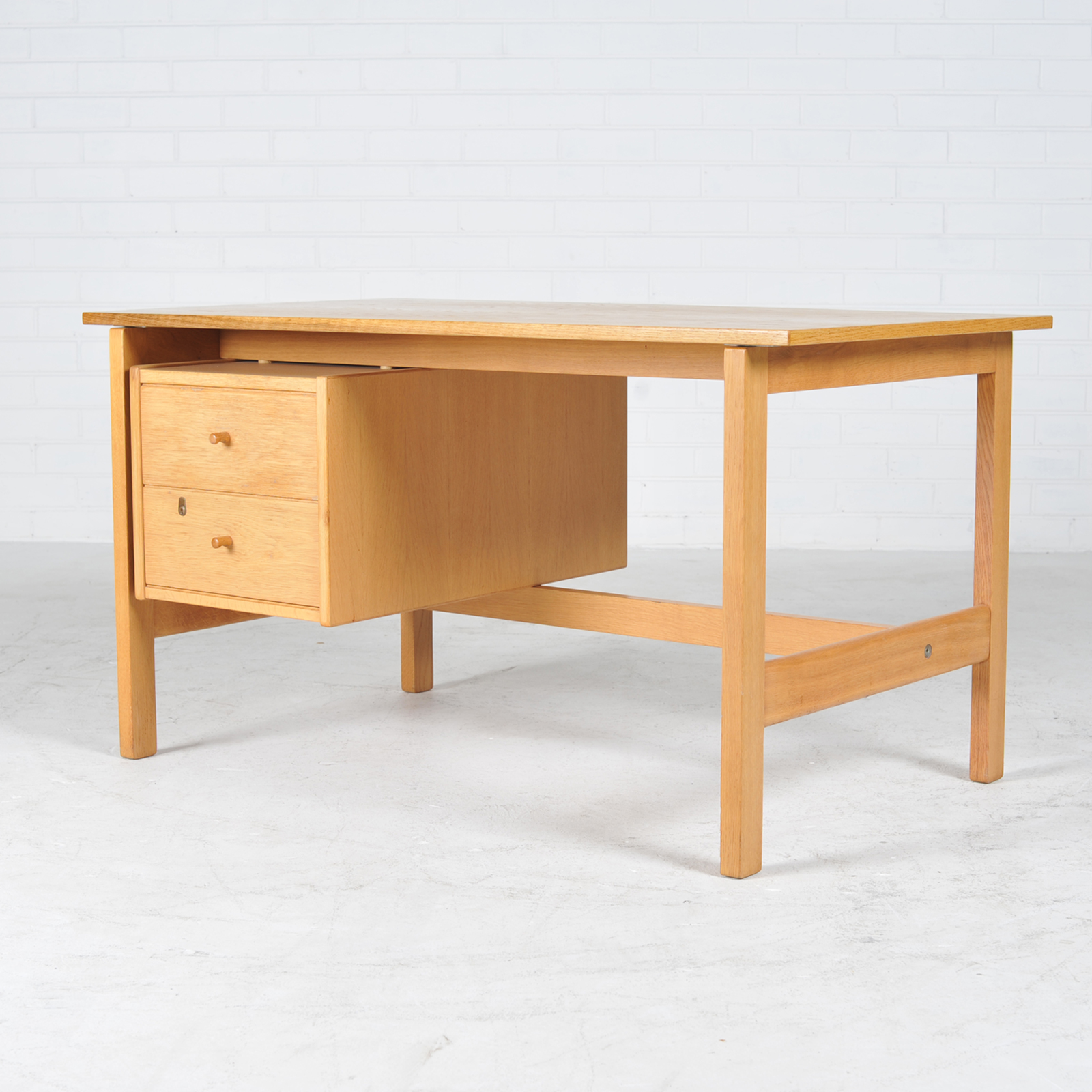 Desk By Hans Wegner In Oak Manufactured By Getama 1960s Denmark 02