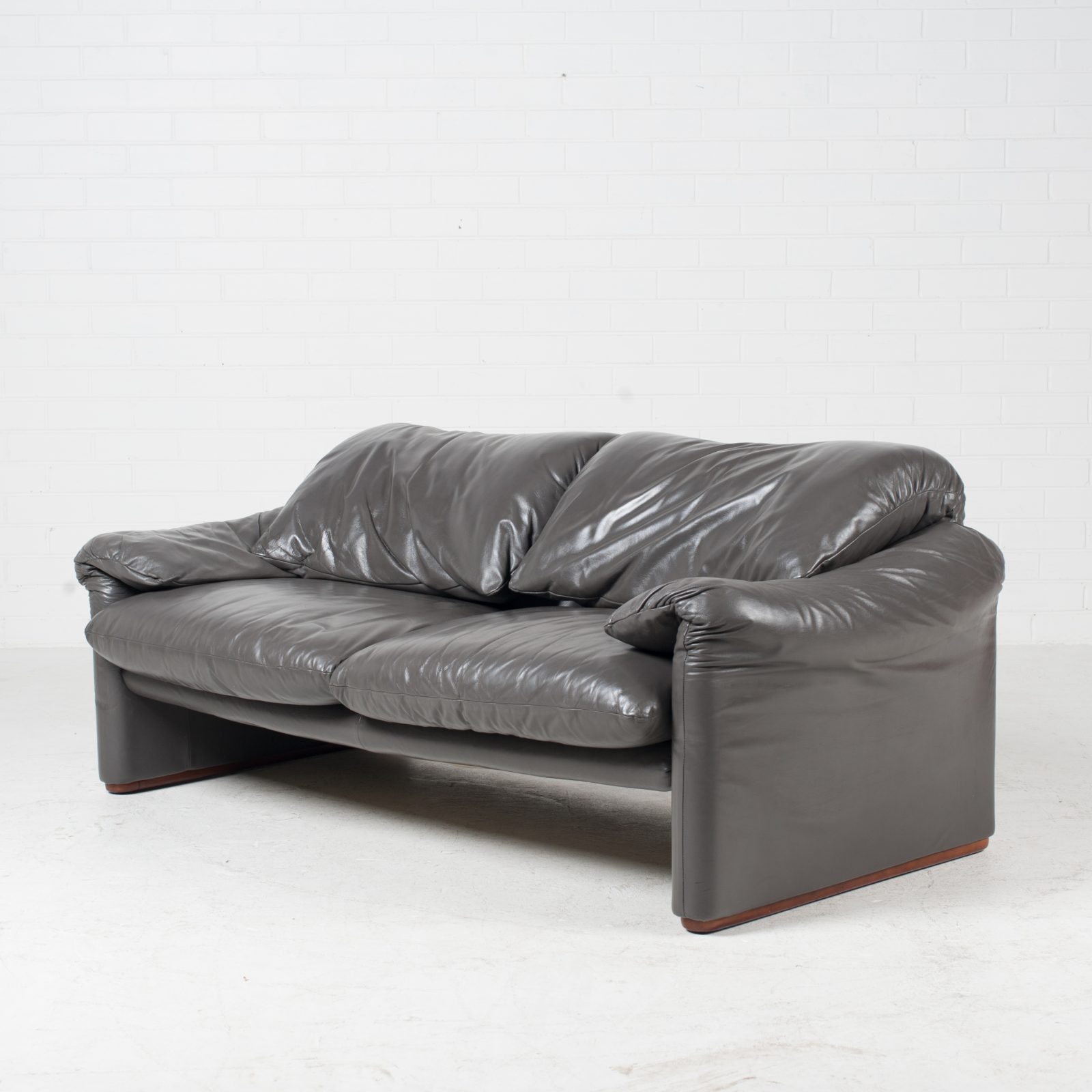Maralunga 3 Seat Sofa By Vico Magistretti For Cassina In Grey Leather 1970s Italy 02 1600x1600 1.jpg