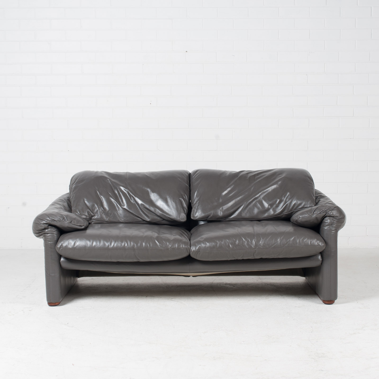 Maralunga 3 Seat Sofa By Vico Magistretti For Cassina In Grey Leather 1970s Italy 03 1.jpg