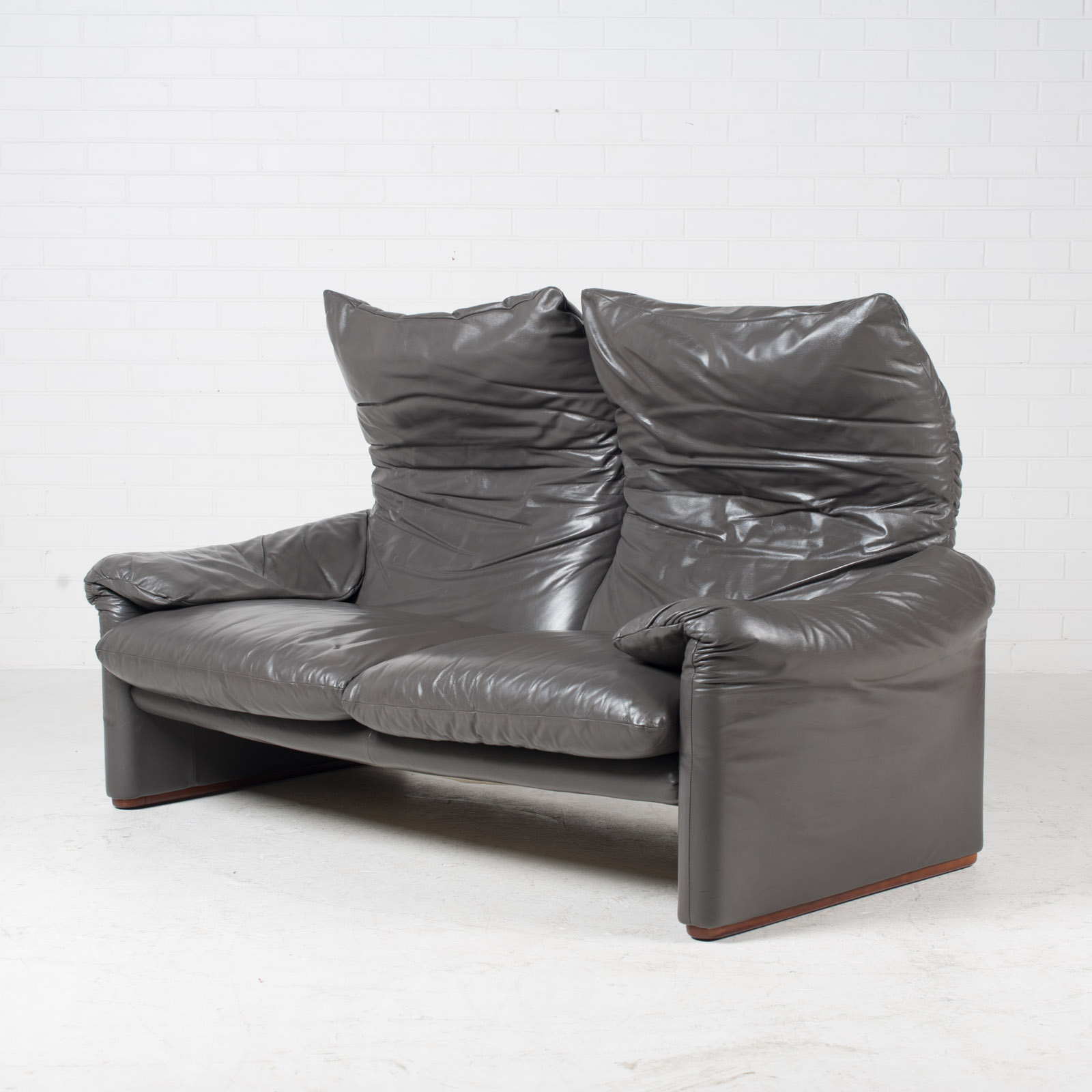 Maralunga 3 Seat Sofa By Vico Magistretti For Cassina In Grey Leather 1970s Italy 04 1.jpg