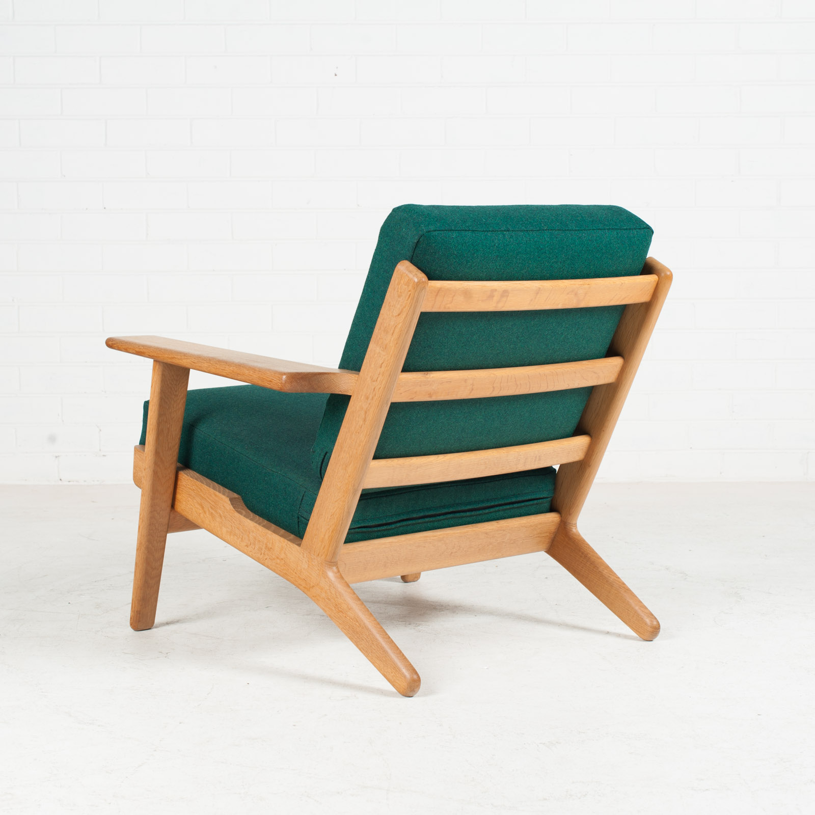model ge 290 plank easy chair by hans wegner for getama in green