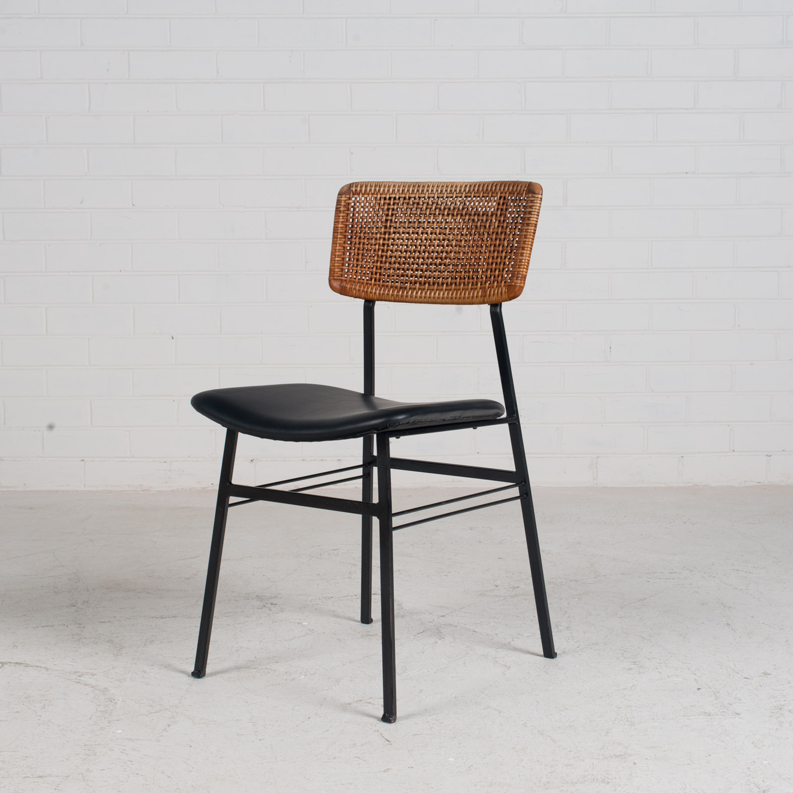 Set Of 4 Dining Chairs By Rohe In Rattan And Original Vinyl 1960s Denmark 01