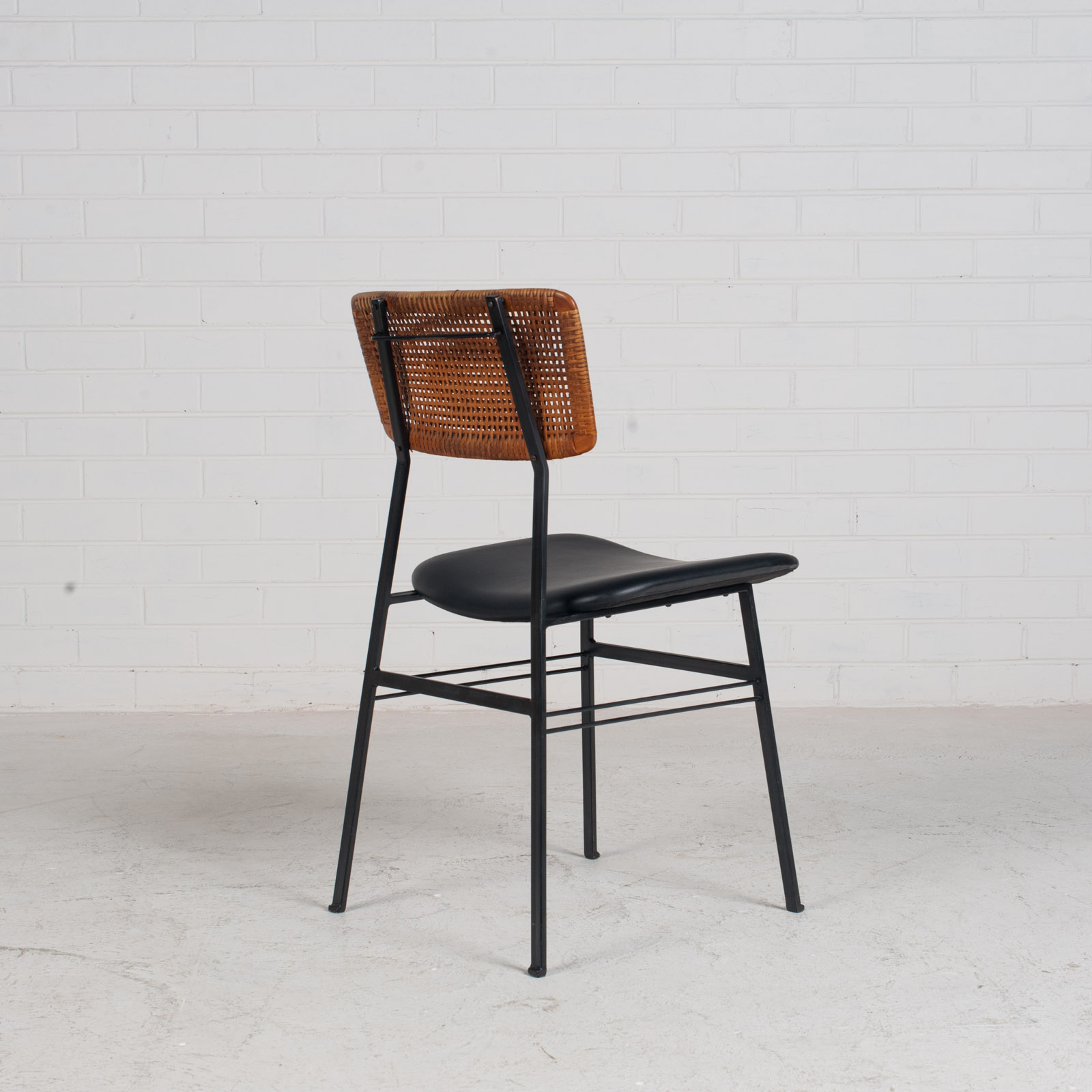 Set Of 4 Dining Chairs By Rohe In Rattan And Original Vinyl 1960s Denmark 03