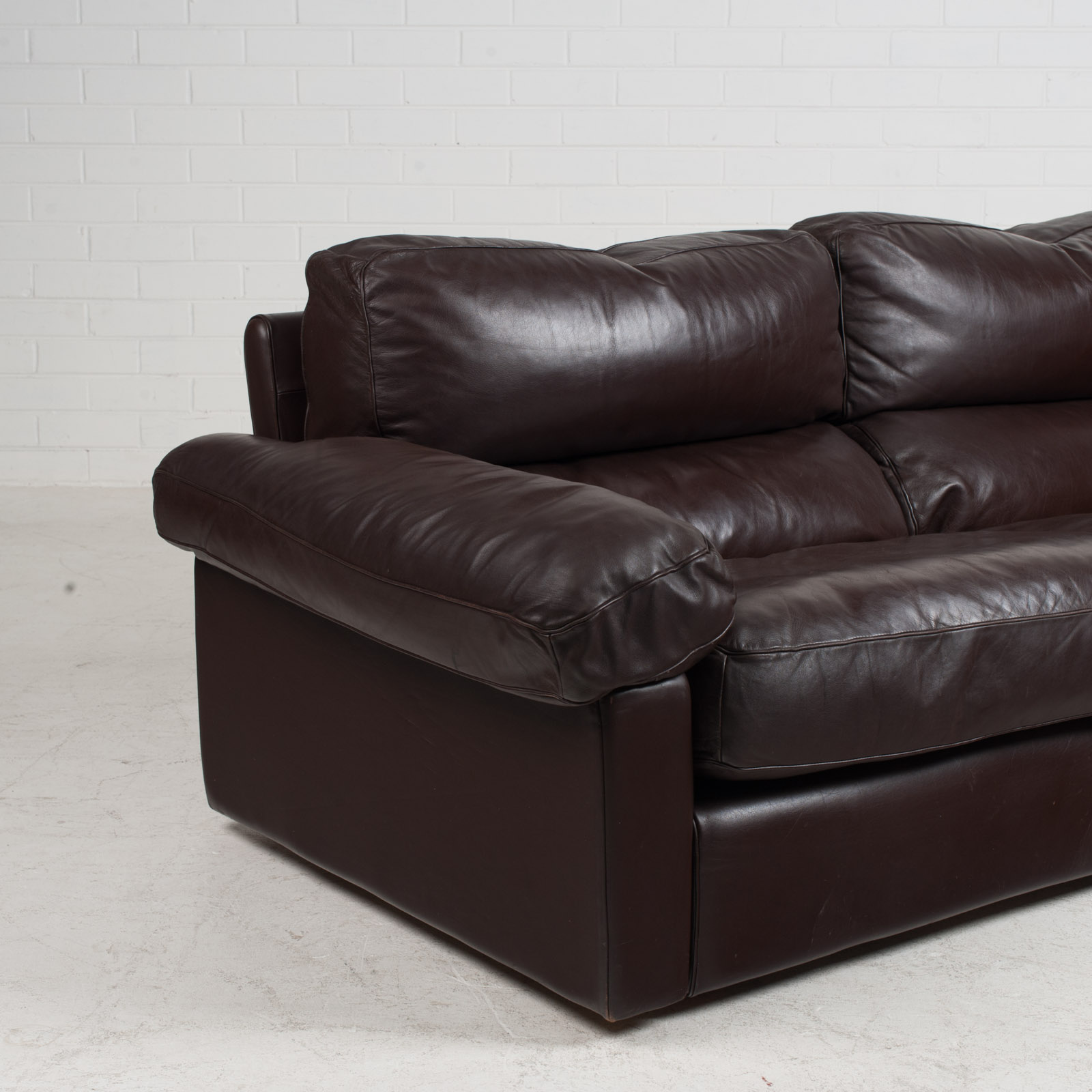 2 Seat Sofa By Tito Agnoli For Poltrona Frau In Chocolate Leather 1970s Italy 04
