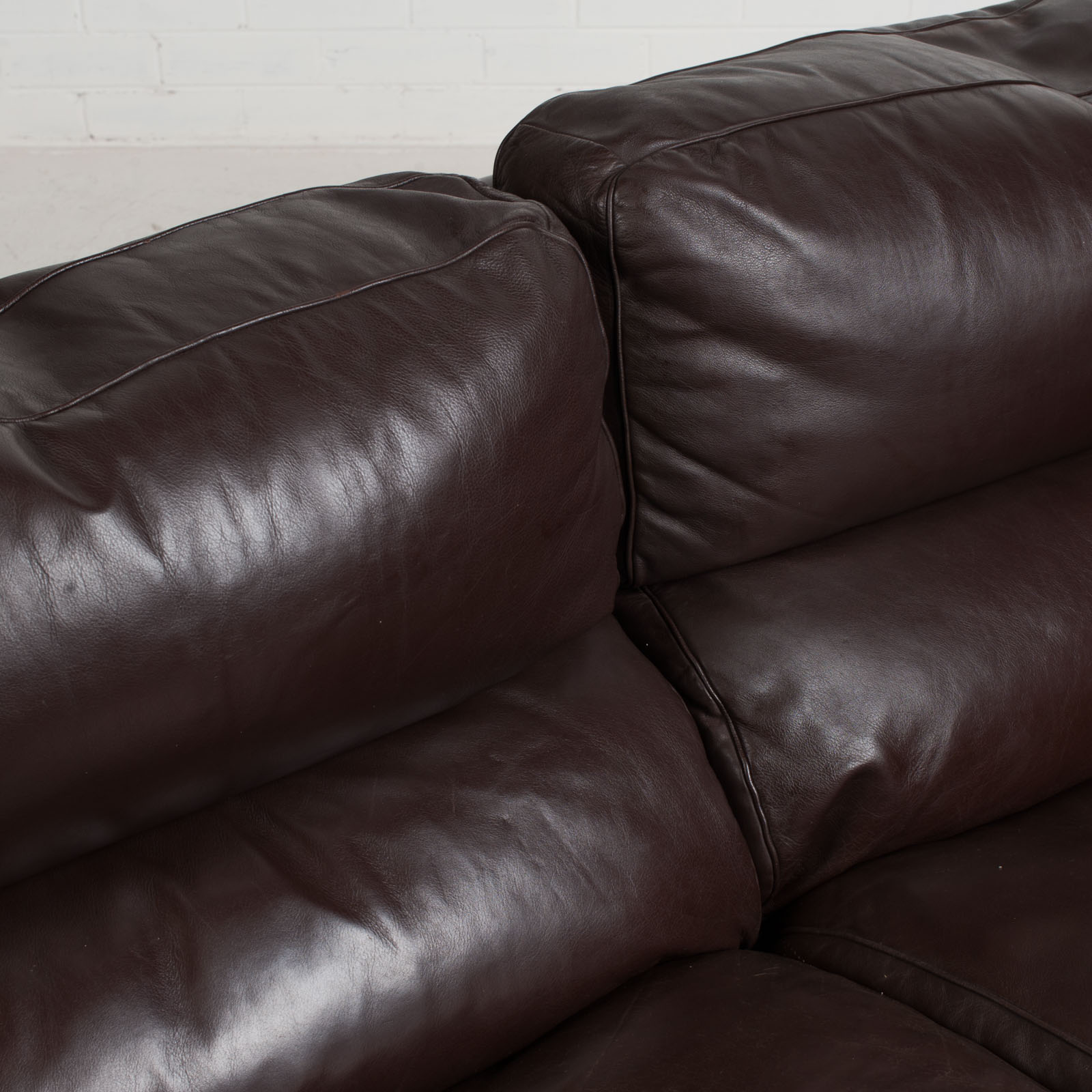 2 Seat Sofa By Tito Agnoli For Poltrona Frau In Chocolate Leather 1970s Italy 08