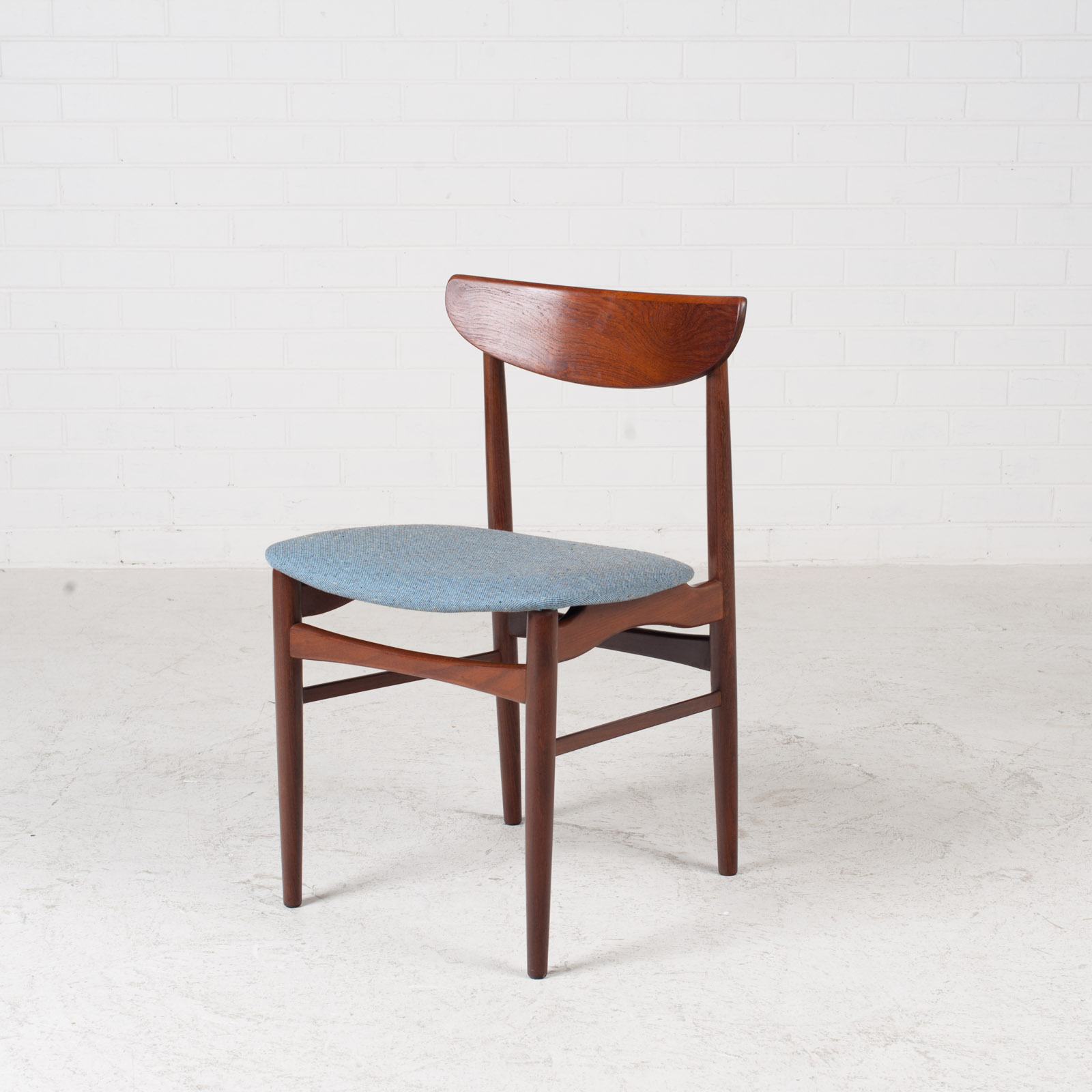 Set Of 4 Curved Lip Dining Chairs In Teak 1960s Denmark 02