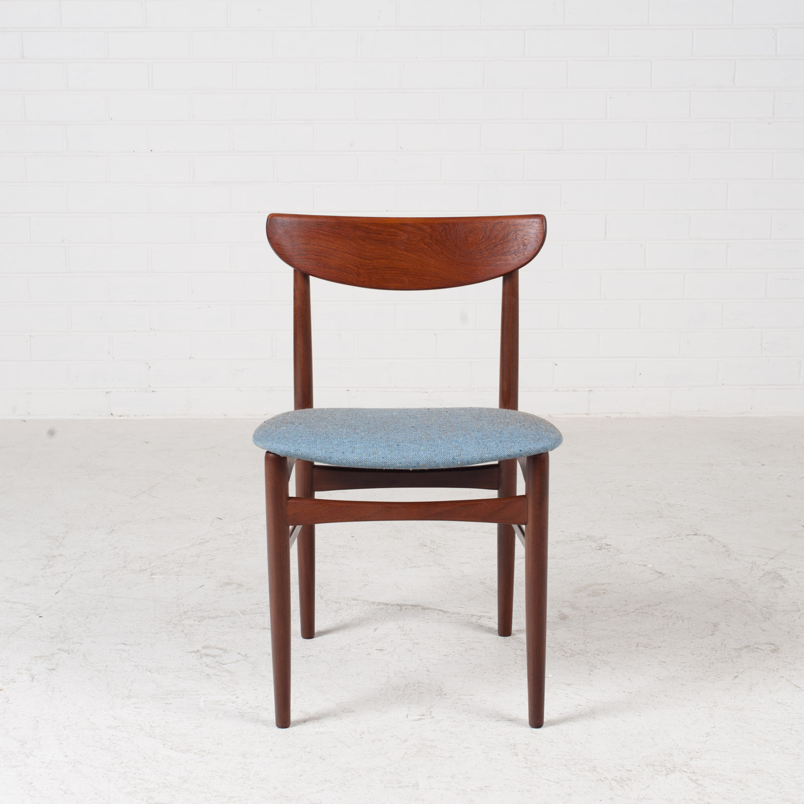 Set Of 4 Curved Lip Dining Chairs In Teak 1960s Denmark 03