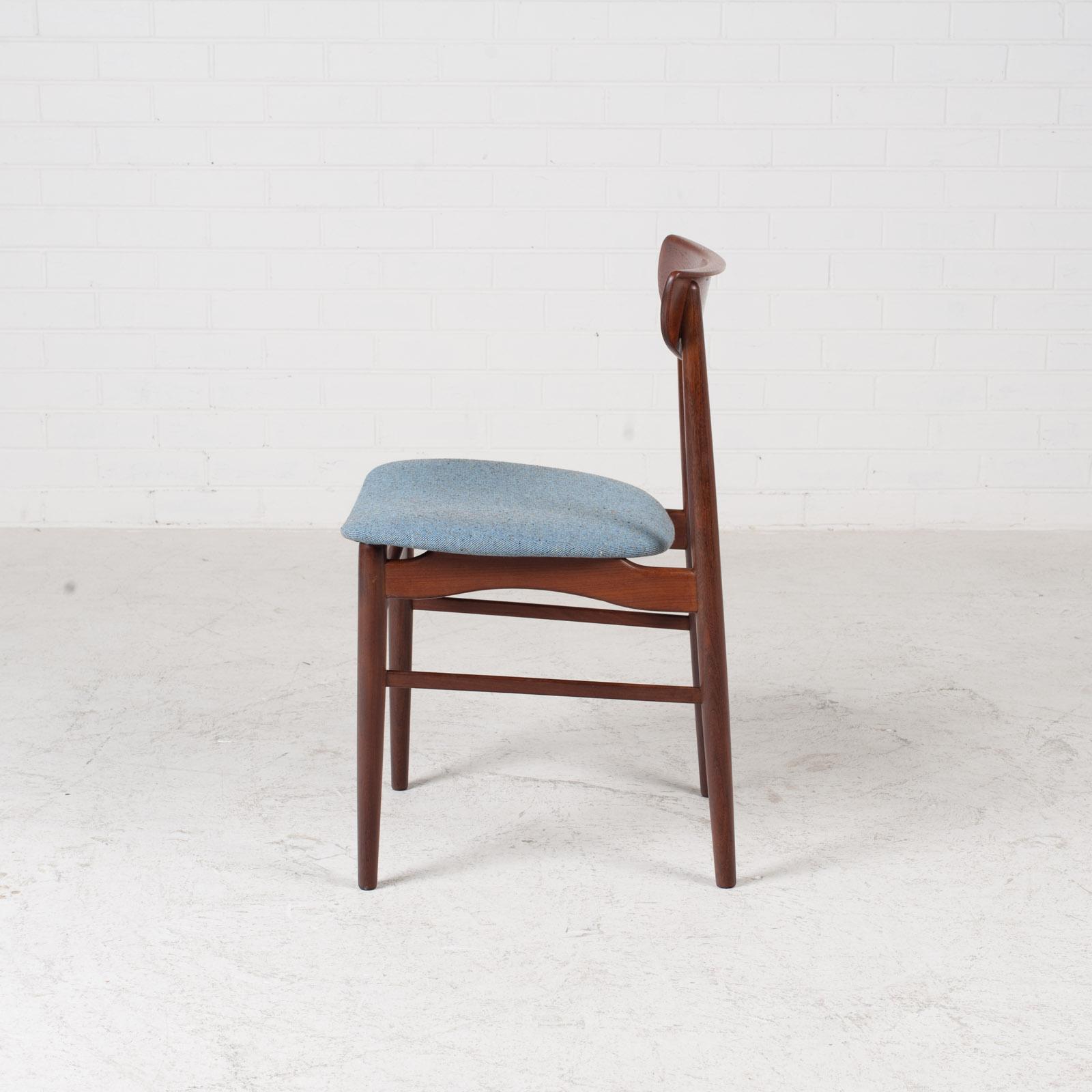 Set Of 4 Curved Lip Dining Chairs In Teak 1960s Denmark 11