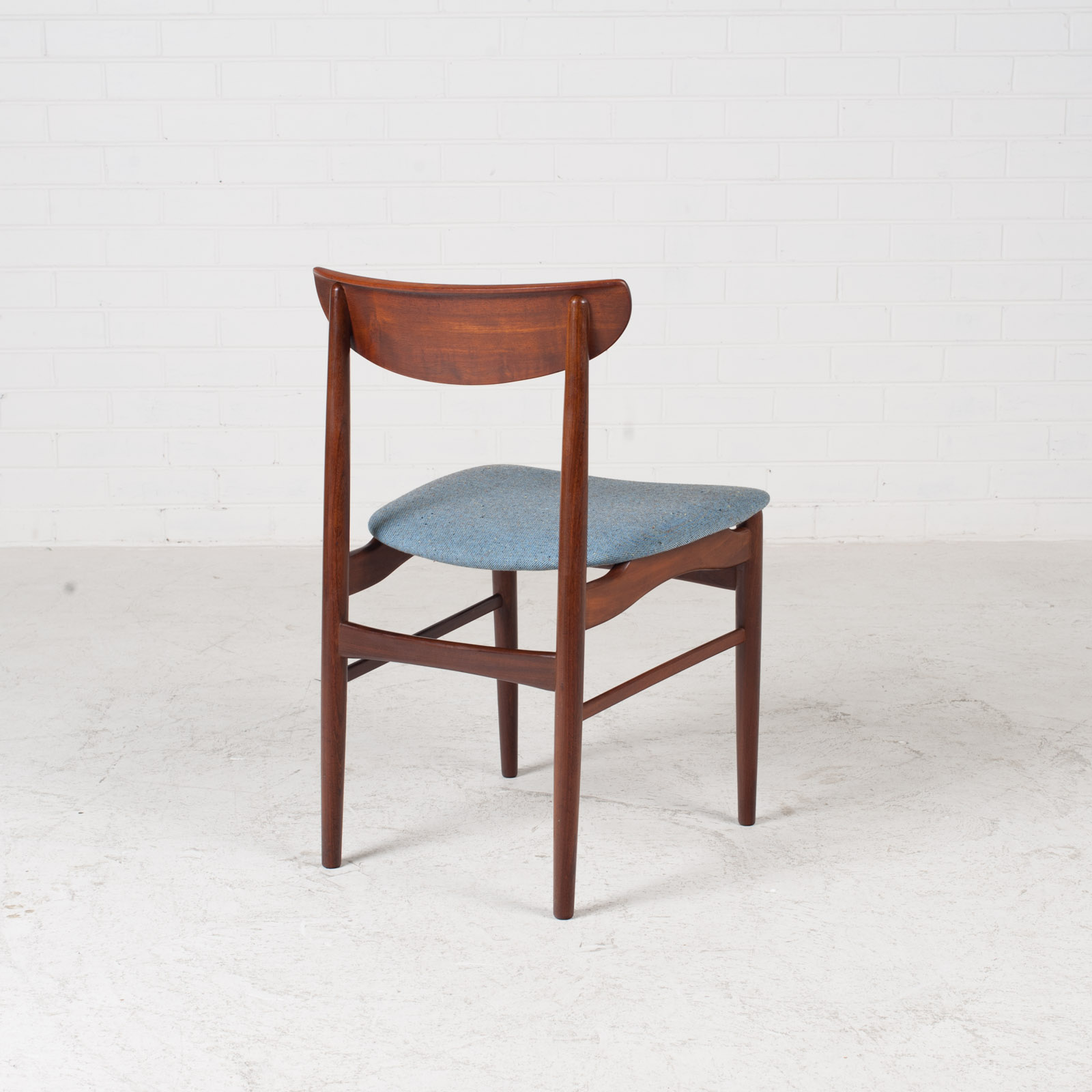 Set Of 4 Curved Lip Dining Chairs In Teak 1960s Denmark 12