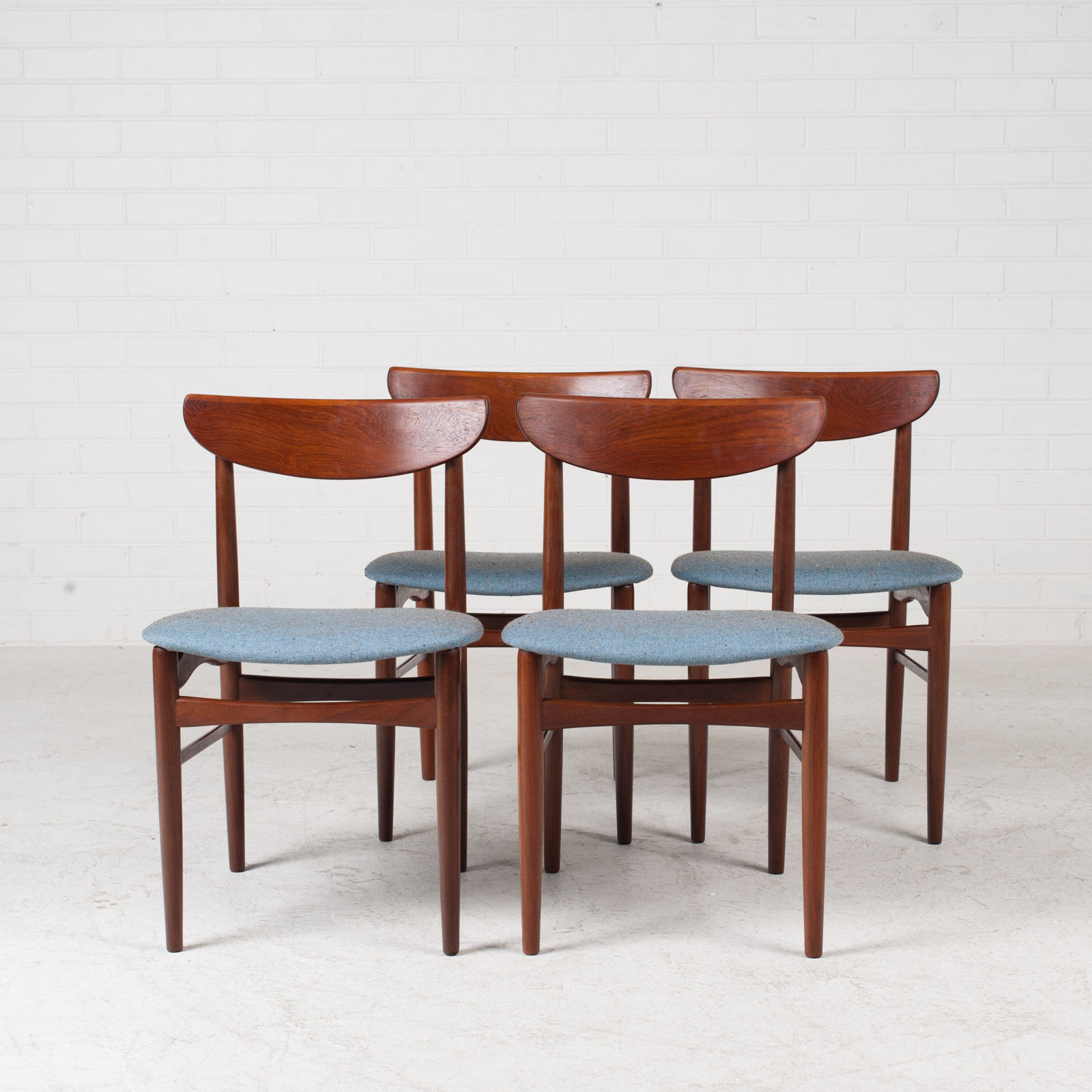 Set Of 4 Curved Lip Dining Chairs In Teak 1960s Denmark 14