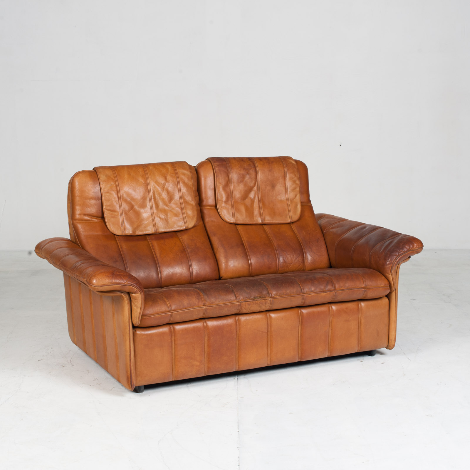 2 Seat Sofa By De Sede In Tan Leather 1970s Switzerland 02