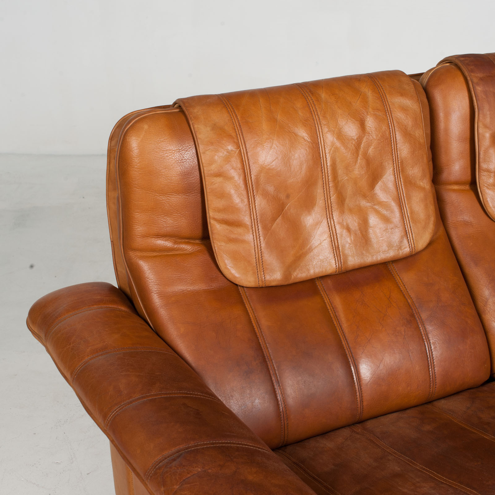 2 Seat Sofa By De Sede In Tan Leather 1970s Switzerland 03