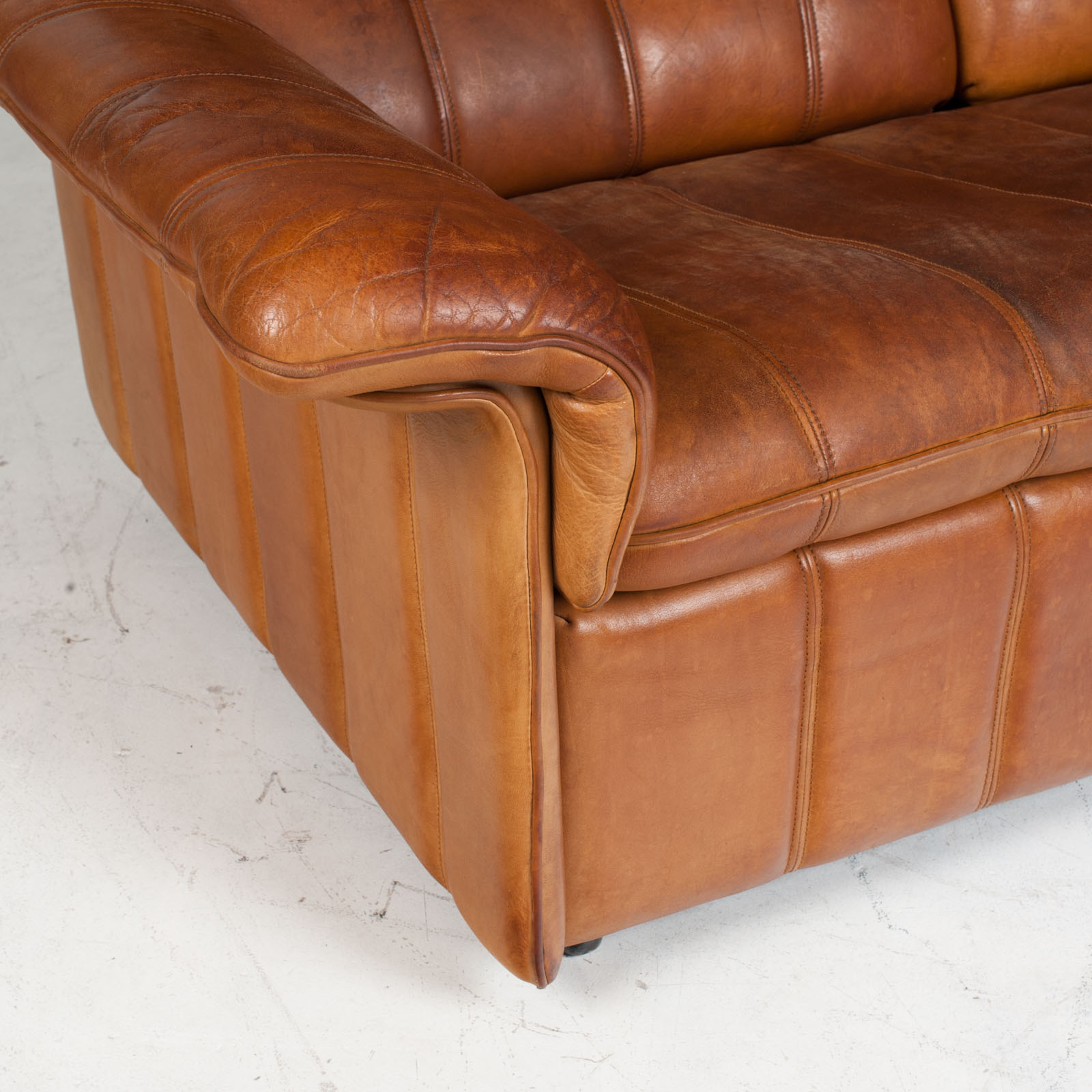2 Seat Sofa By De Sede In Tan Leather 1970s Switzerland 04