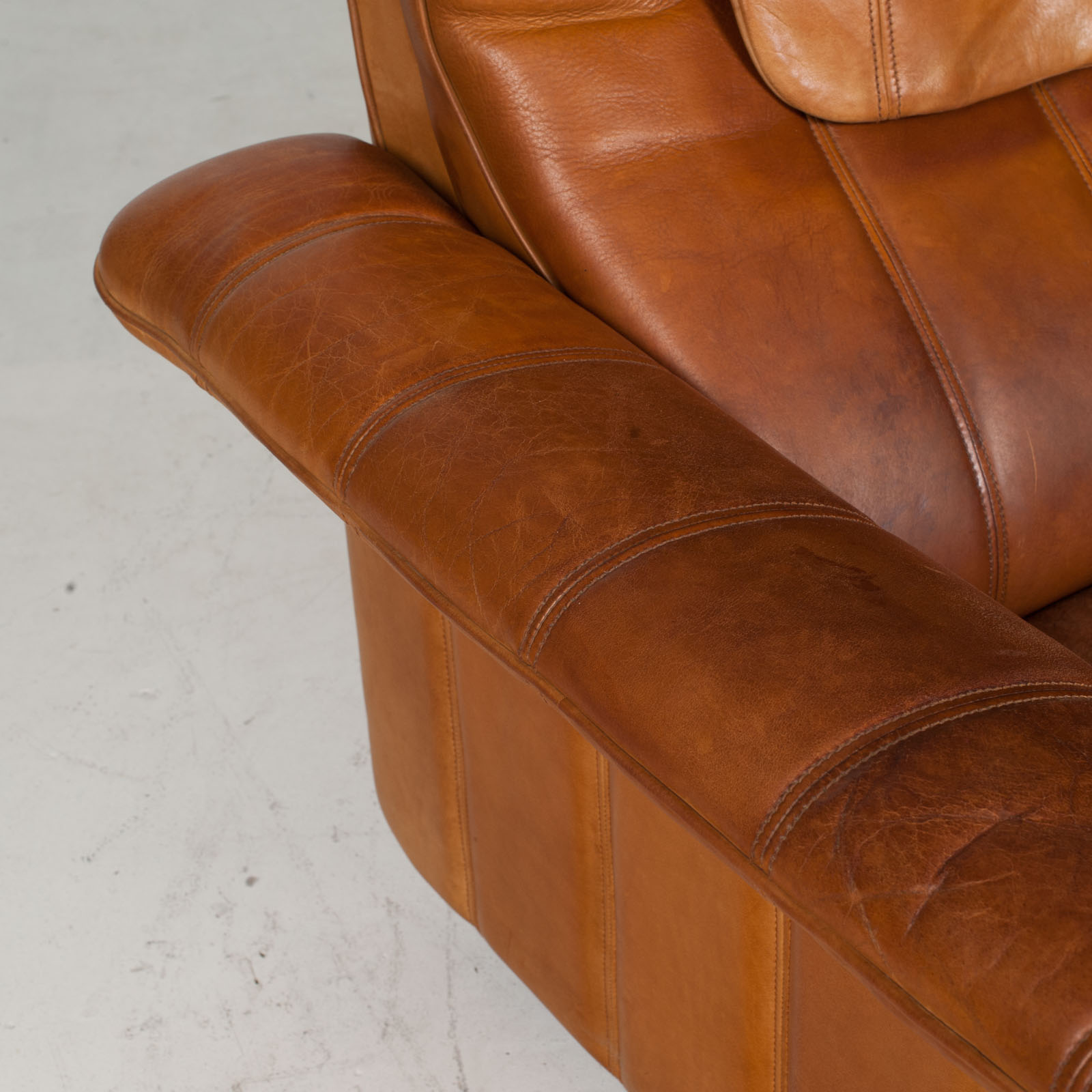 2 Seat Sofa By De Sede In Tan Leather 1970s Switzerland 09