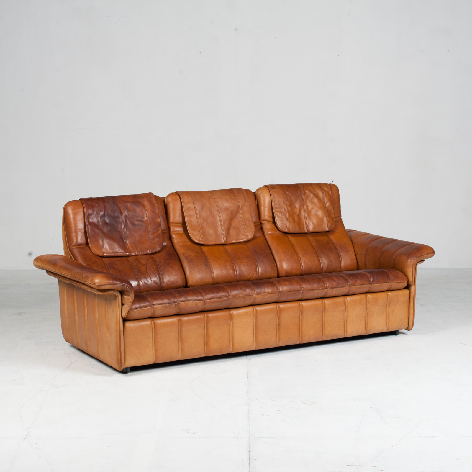3 Seat Sofa By De Sede In Tan Leather 1970s Switzerland 02