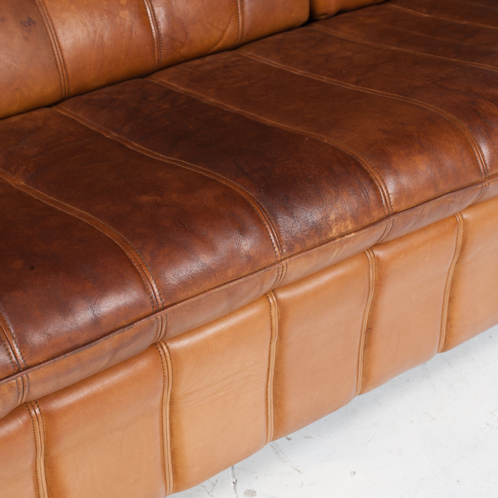 3 Seat Sofa By De Sede In Tan Leather 1970s Switzerland 09