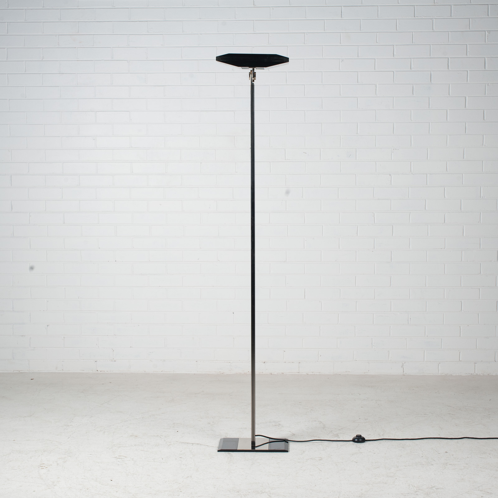Black Metal And Brass Floor Lamp 1980s Italy 02