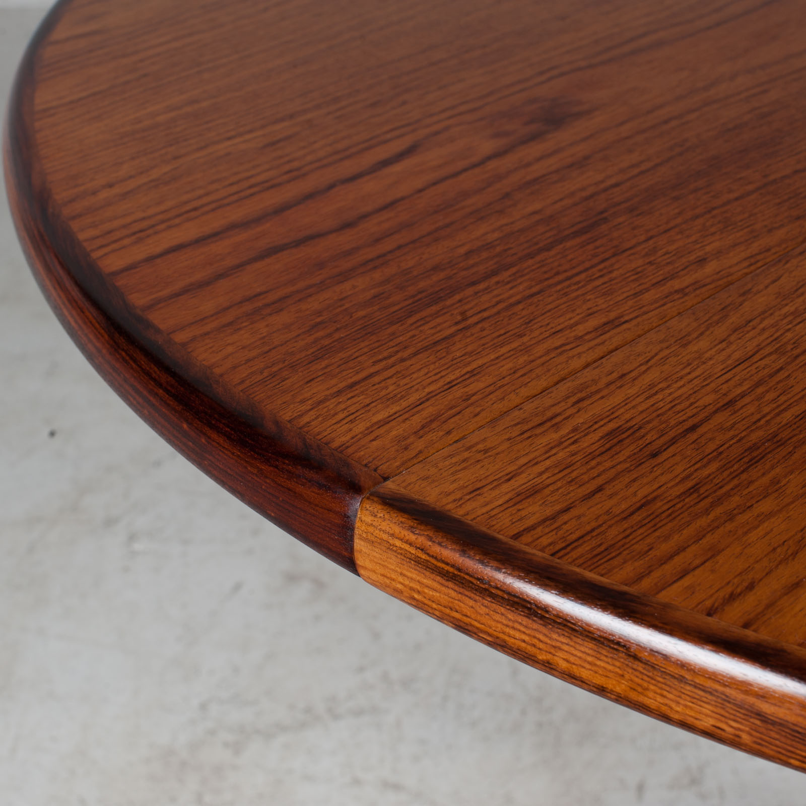 Round Dining Table in Teak with Two Extensions and Pedestal Base, 1960s, Denmark - Modern Times