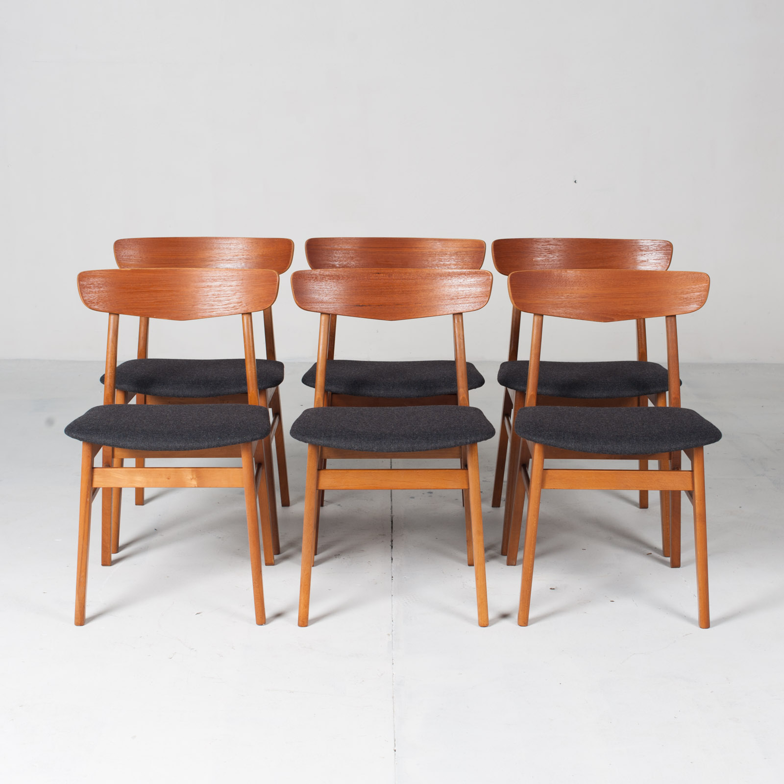 V Back Dining Chairs By Farstrup In Teak And New Navy Upholstery 1960s Denmark 19