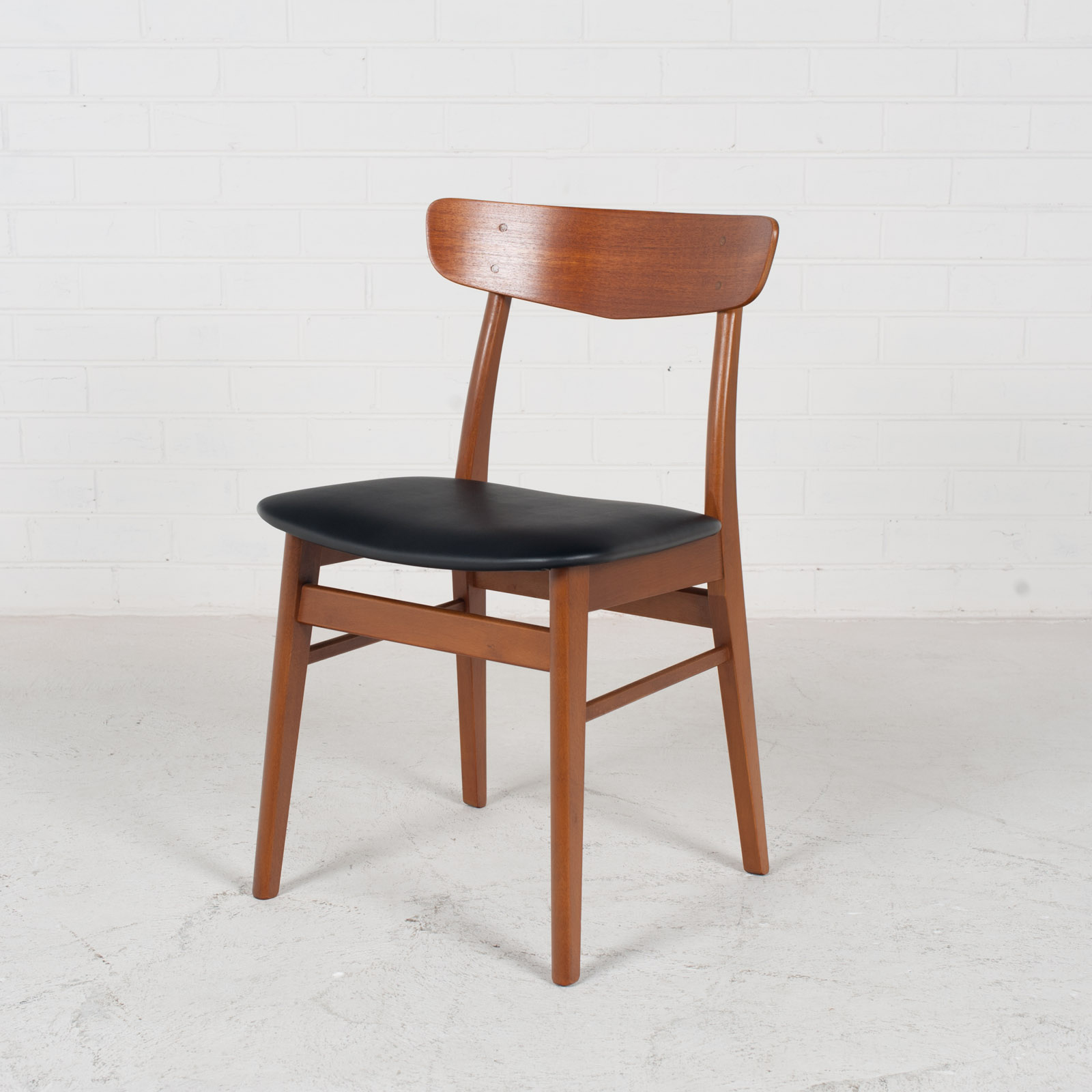 V Back Dining Chairs By Farstrup With Buttons In Teak And New Vinyl Upholstery 1960s Denmark 01