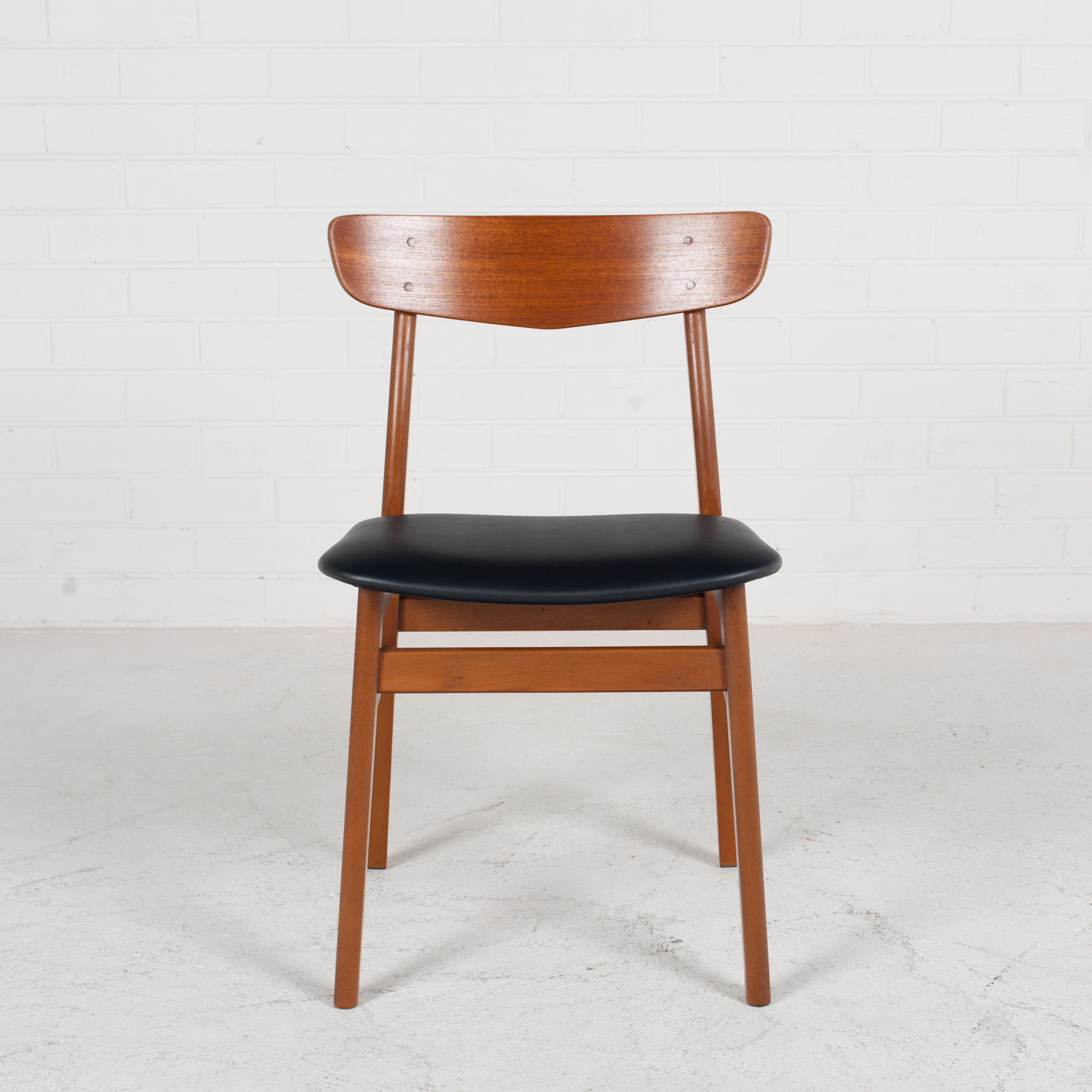 V Back Dining Chairs By Farstrup With Buttons In Teak And New Vinyl Upholstery 1960s Denmark 02