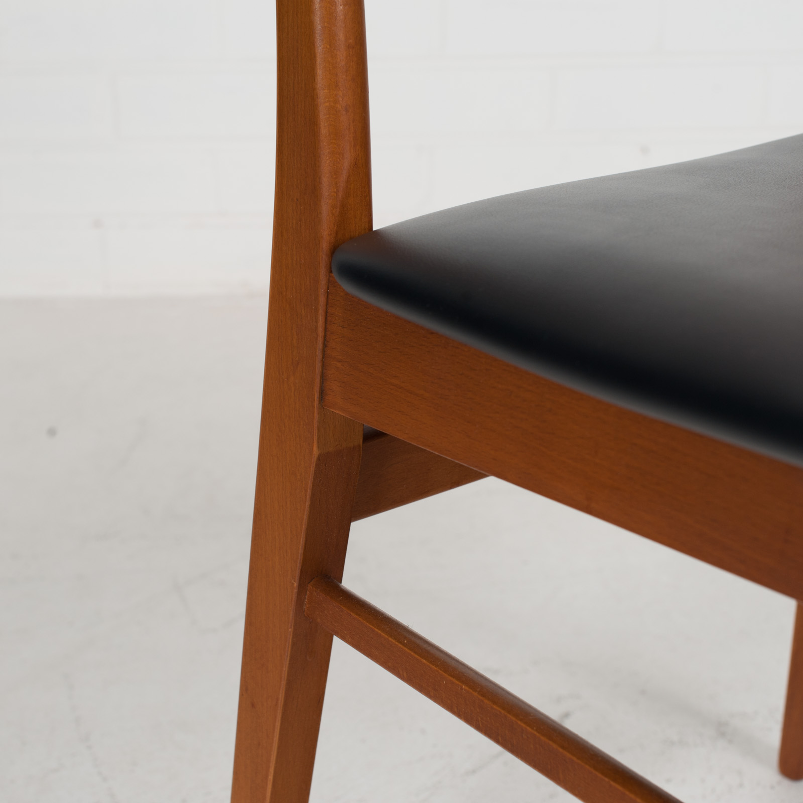 V Back Dining Chairs By Farstrup With Buttons In Teak And New Vinyl Upholstery 1960s Denmark 04