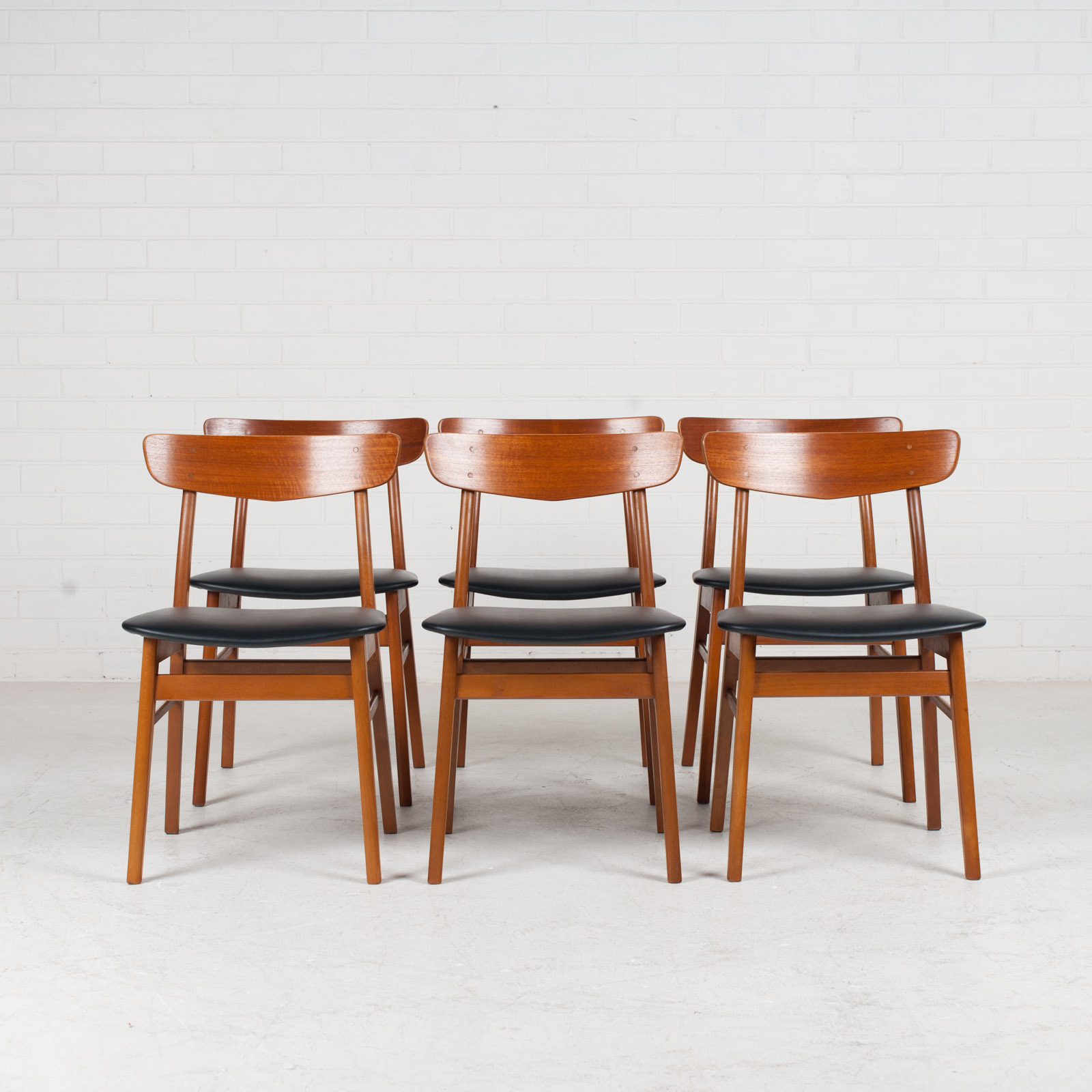 V Back Dining Chairs By Farstrup With Buttons In Teak And New Vinyl Upholstery 1960s Denmark 07