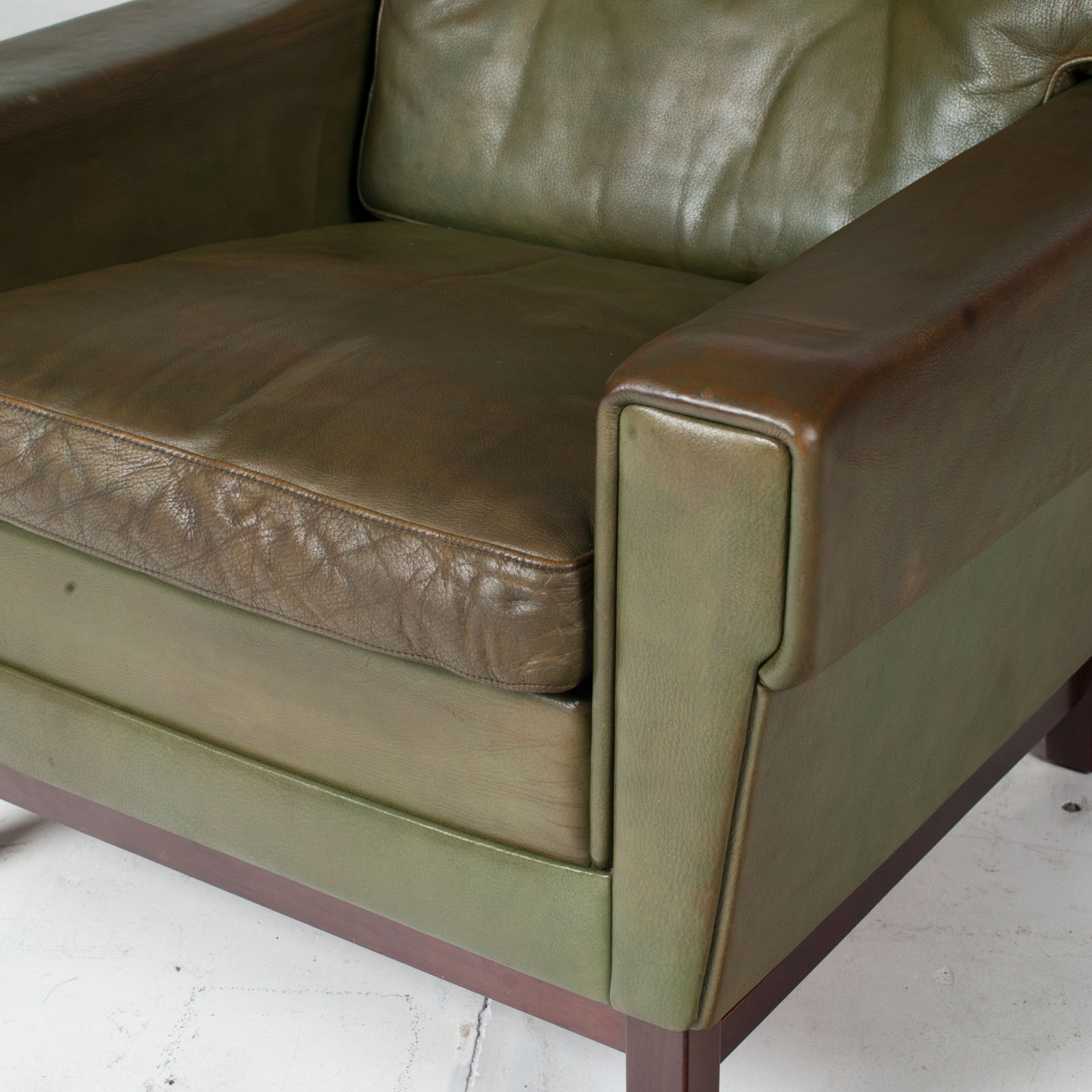 2 Armchairs In Olive Leather 1960s Denmark 4