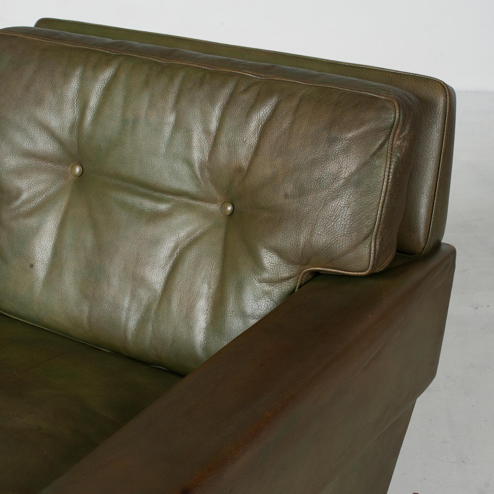 2 Armchairs In Olive Leather 1960s Denmark 7
