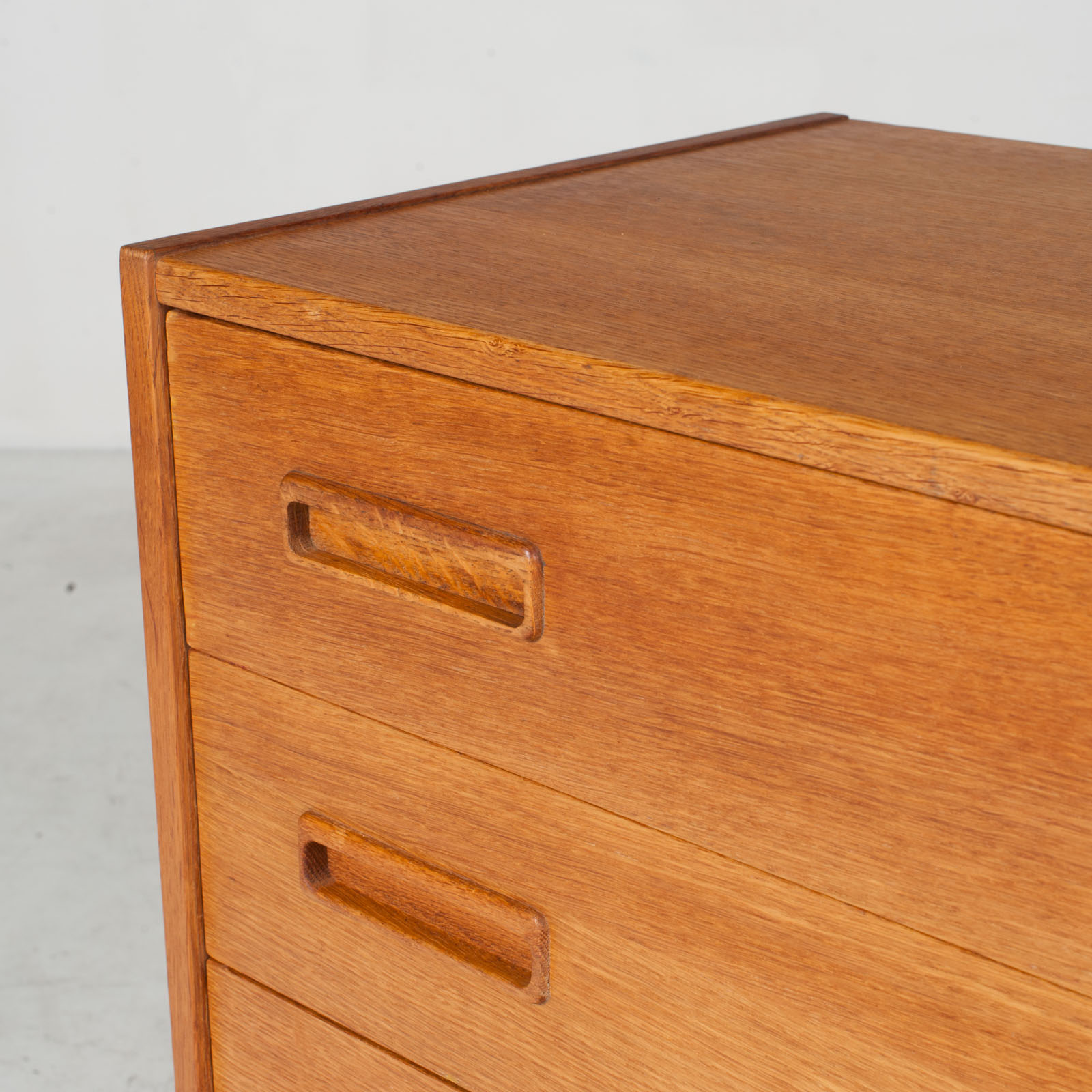 Compact Chest With Four Drawers In Oak 1960s Denmark 07
