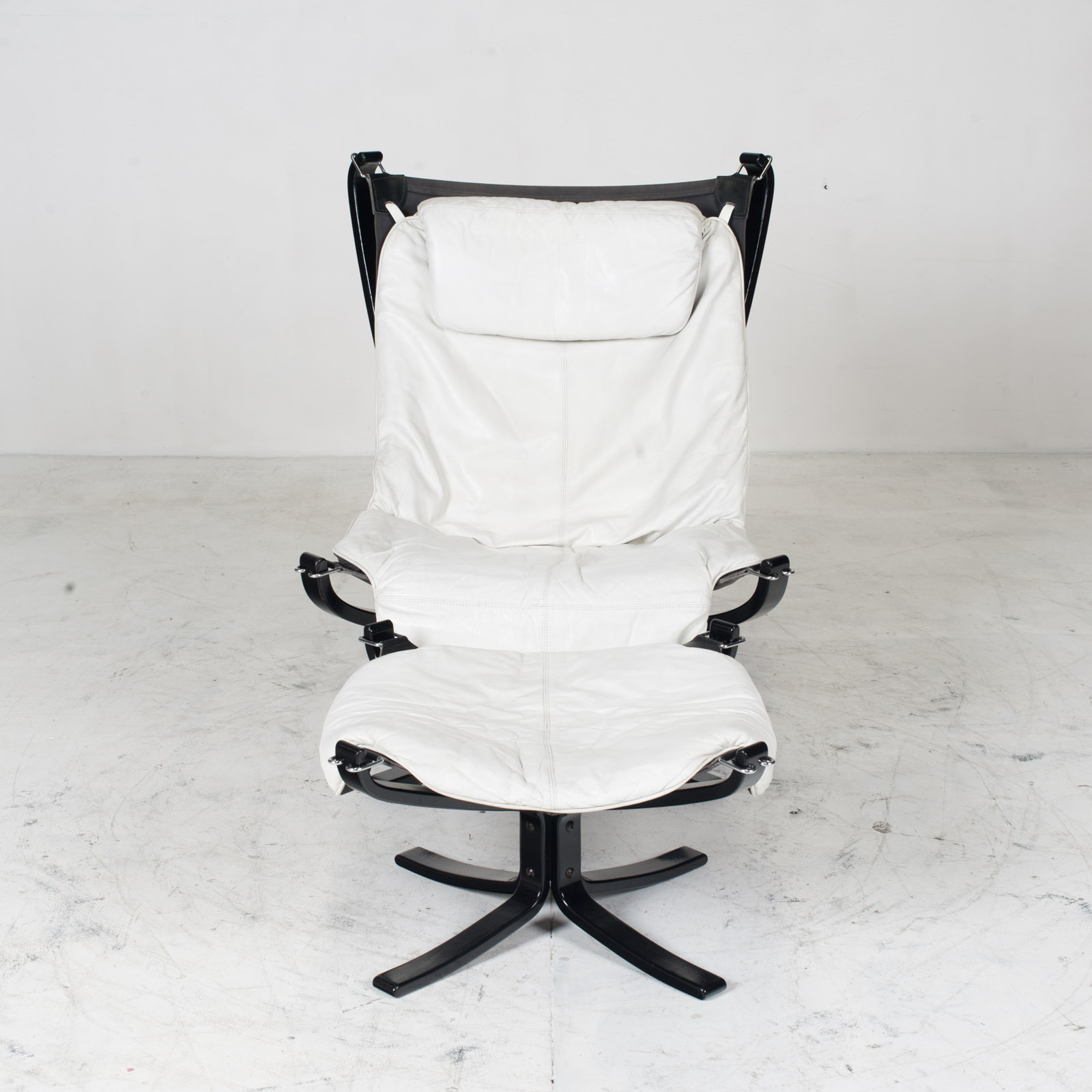 High Back Falcon Armchair By Sigurd Ressell For Vatne Mobler In Patinated White Leather With Footstool 1970s Norway 02