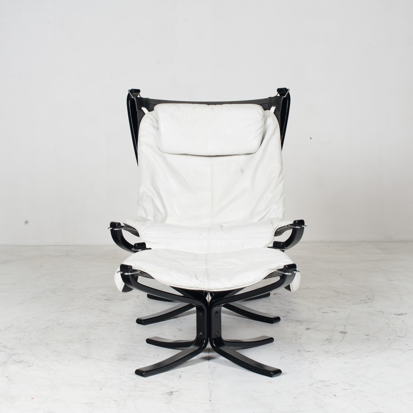 High Back Falcon Armchair By Sigurd Ressell For Vatne Mobler In Patinated White Leather With Footstool 1970s Norway 10
