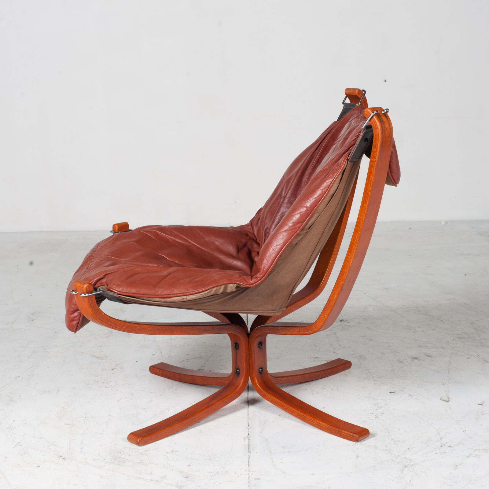 Low Back Falcon Armchair By Sigurd Ressell For Vatne Mobler In Patinated Cognac Leather 1970s Norway 15