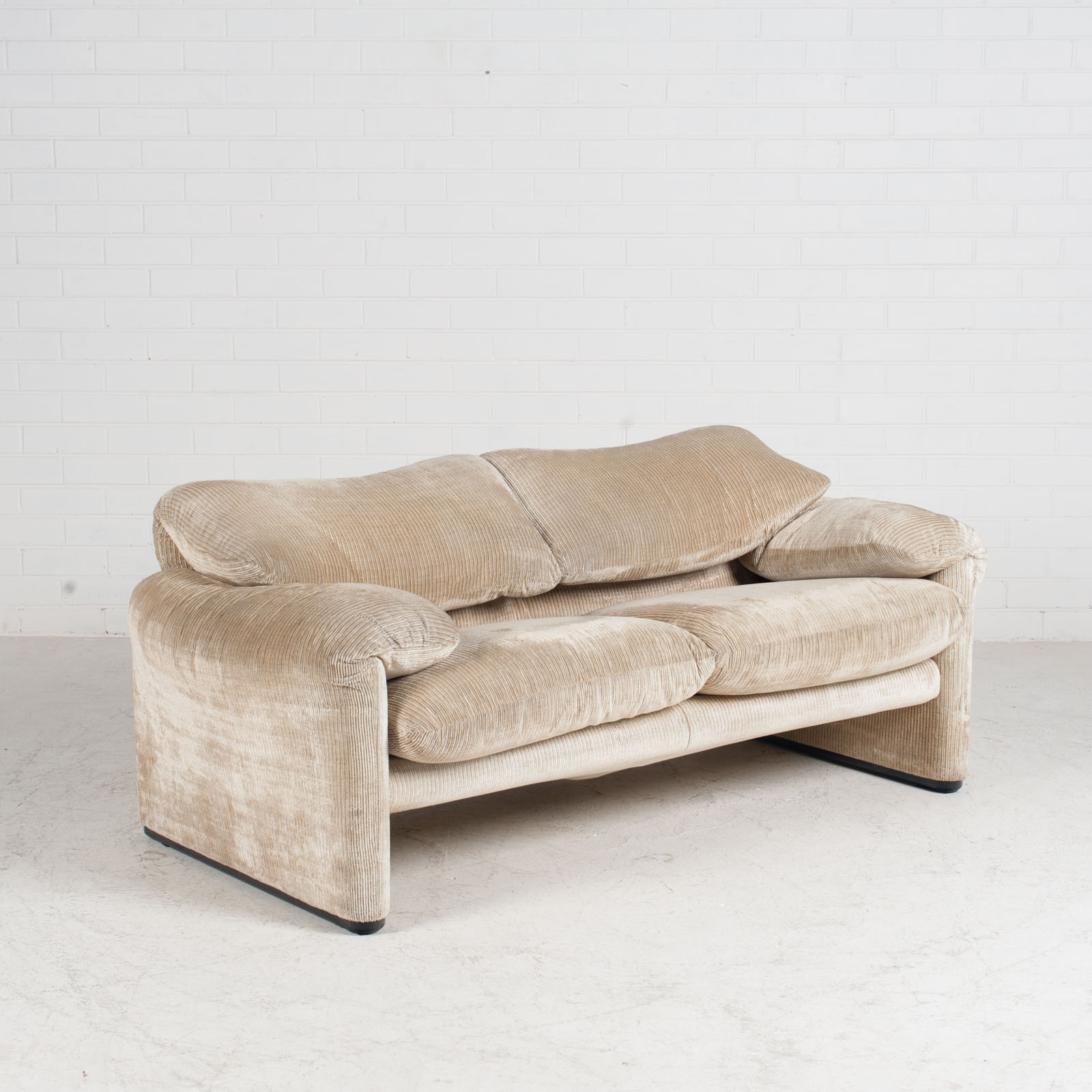 Maralunga 2 Seat Sofa By Vico Magistretti For Cassina In Original Upholstery 1970s Italy 02