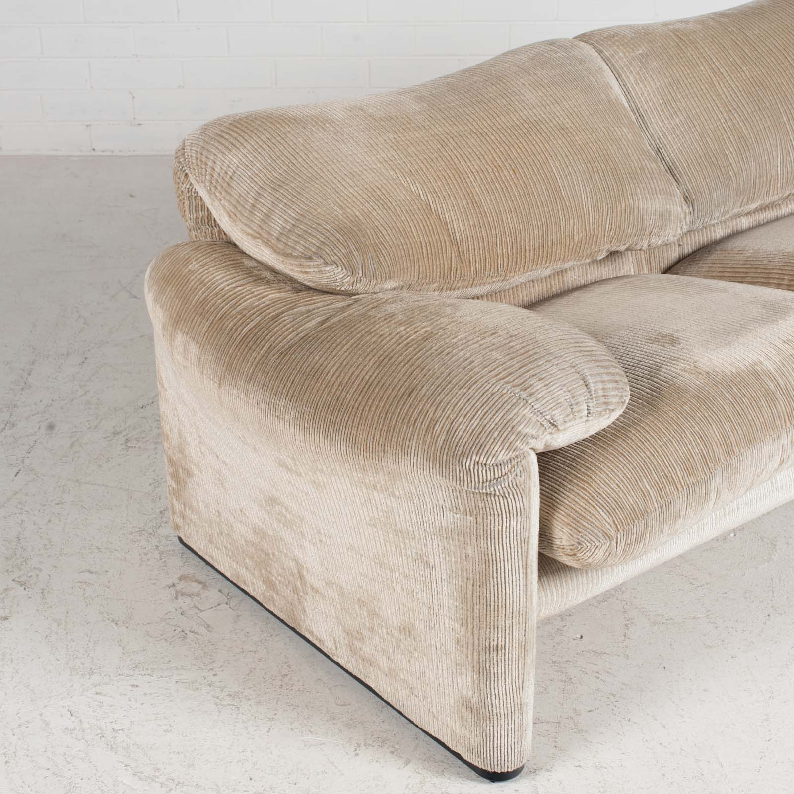 Maralunga 2 Seat Sofa By Vico Magistretti For Cassina In Original Upholstery 1970s Italy 04