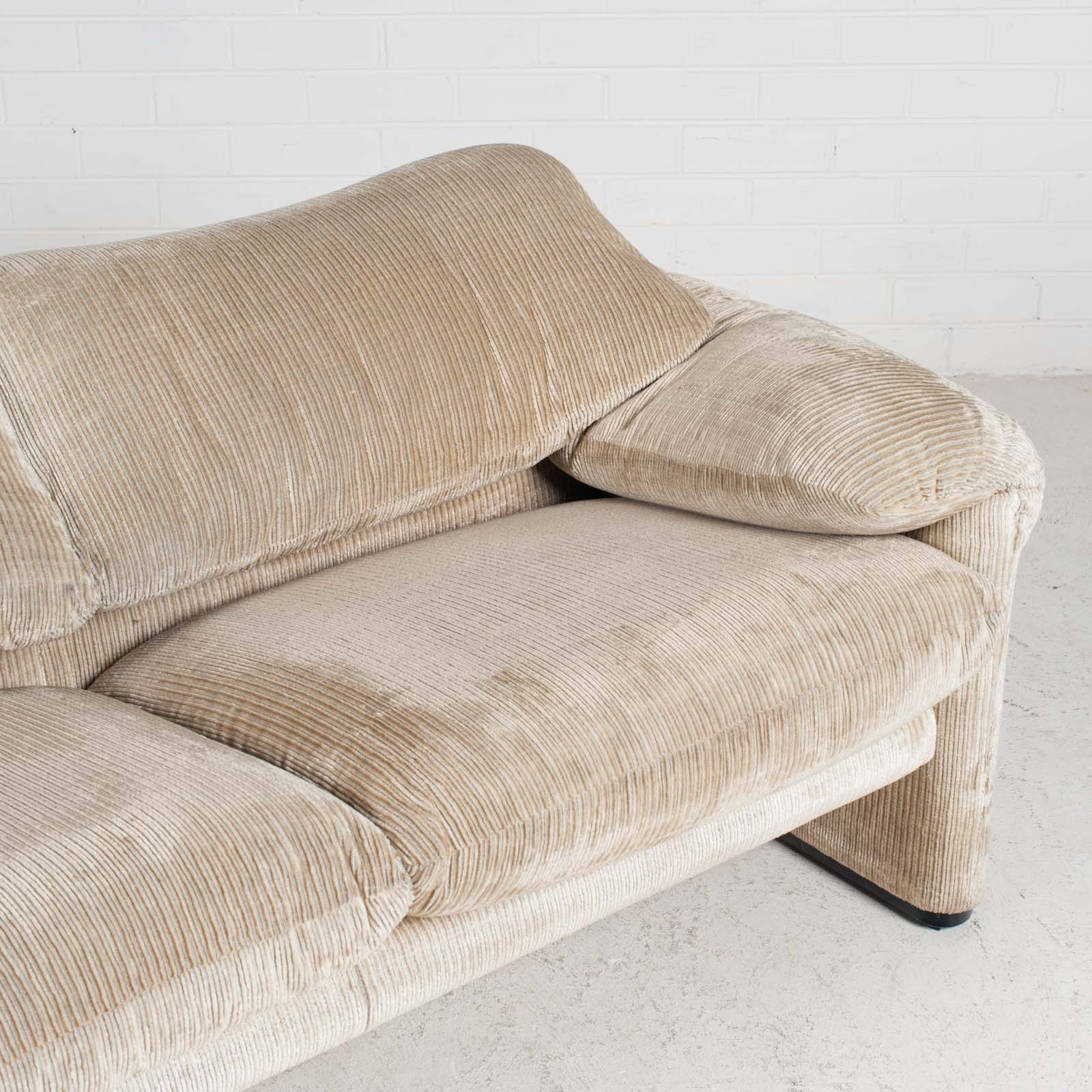 Maralunga 2 Seat Sofa By Vico Magistretti For Cassina In Original Upholstery 1970s Italy 05