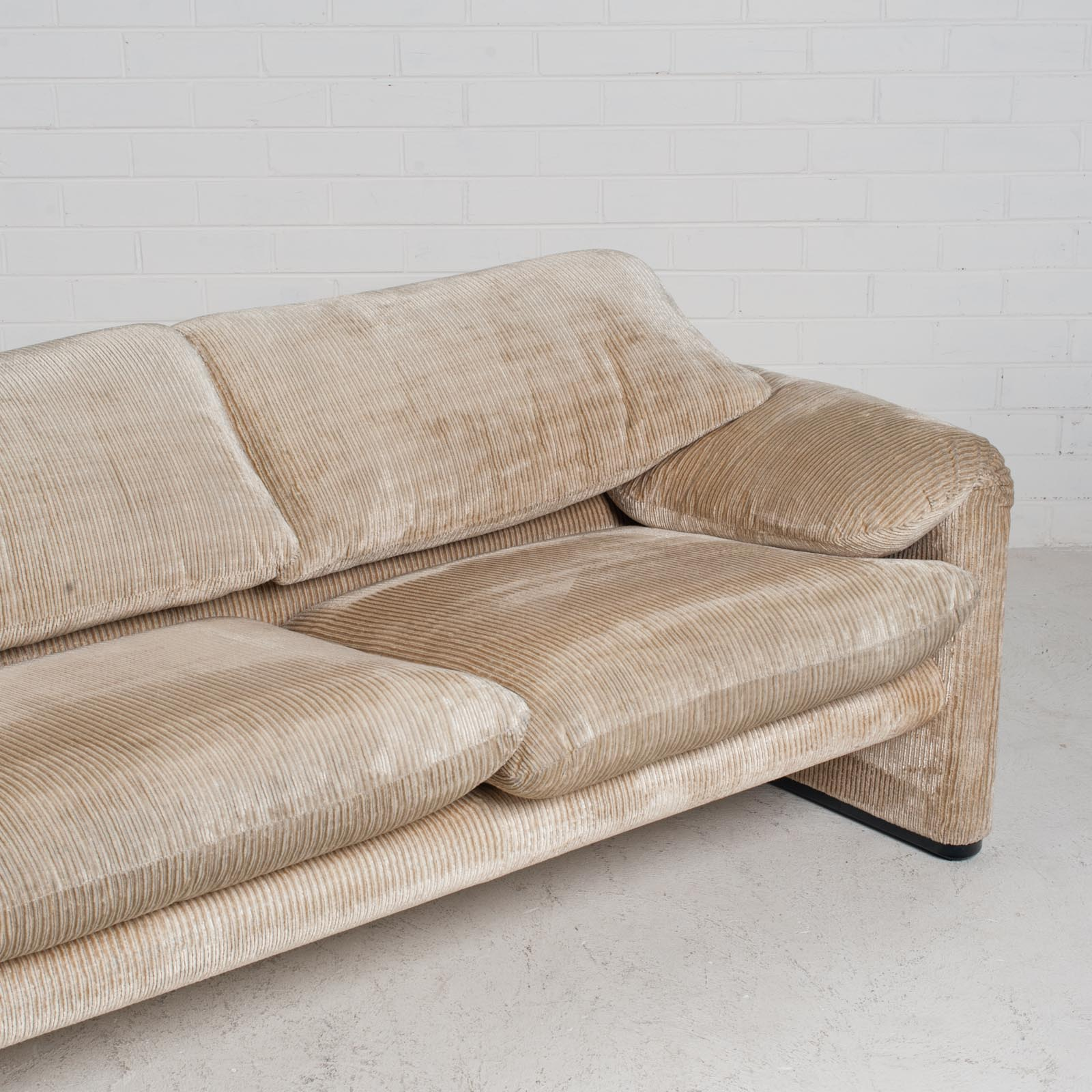 Maralunga 3 Seat Sofa By Vico Magistretti For Cassina In Original Upholstery 1970s Italy 010
