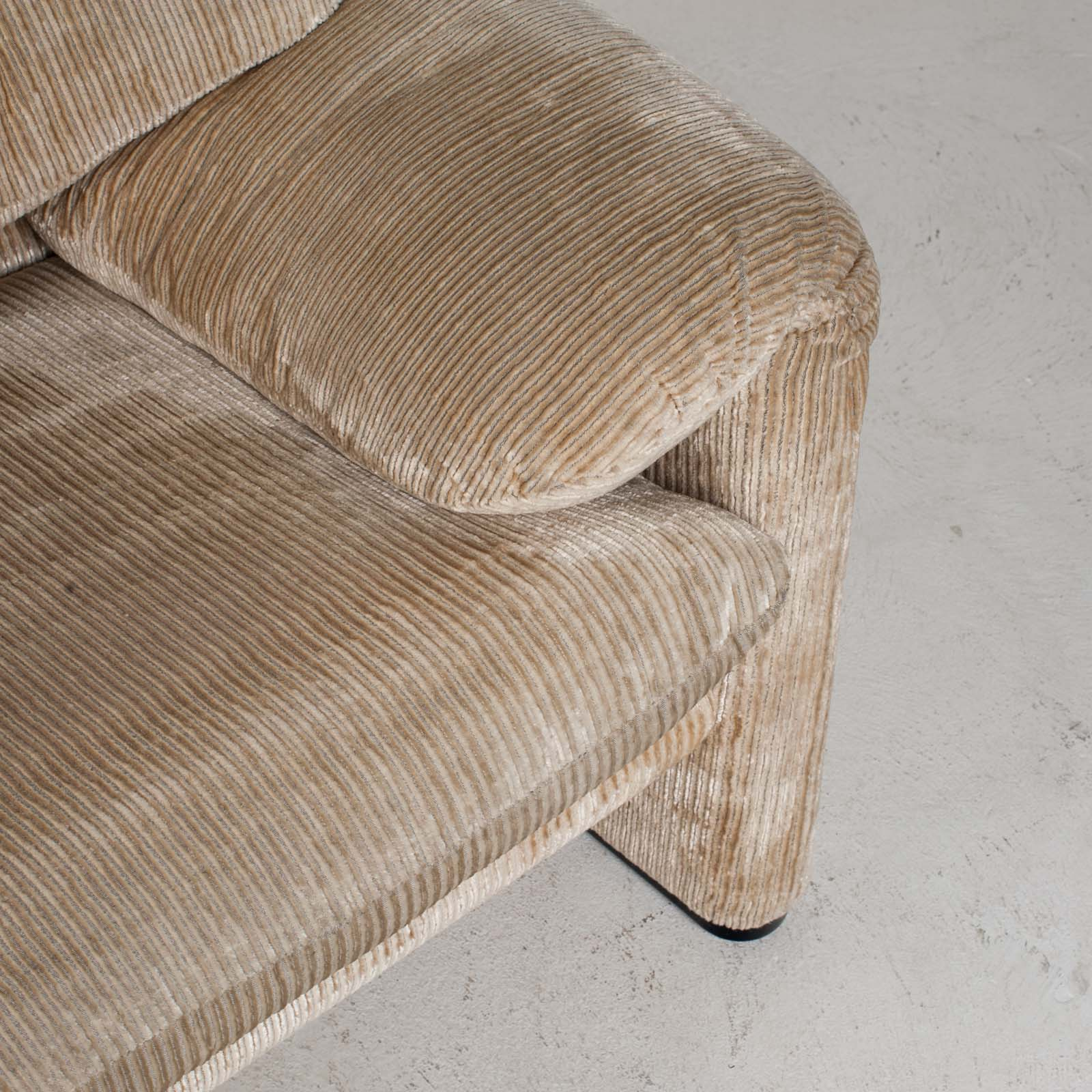 Maralunga 3 Seat Sofa By Vico Magistretti For Cassina In Original Upholstery 1970s Italy 017