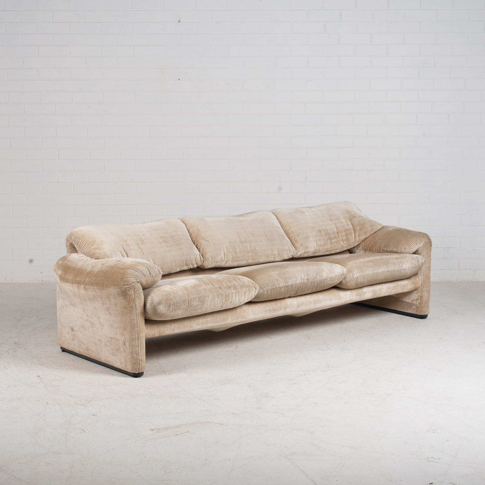 Maralunga 3 Seat Sofa By Vico Magistretti For Cassina In Original Upholstery 1970s Italy 02