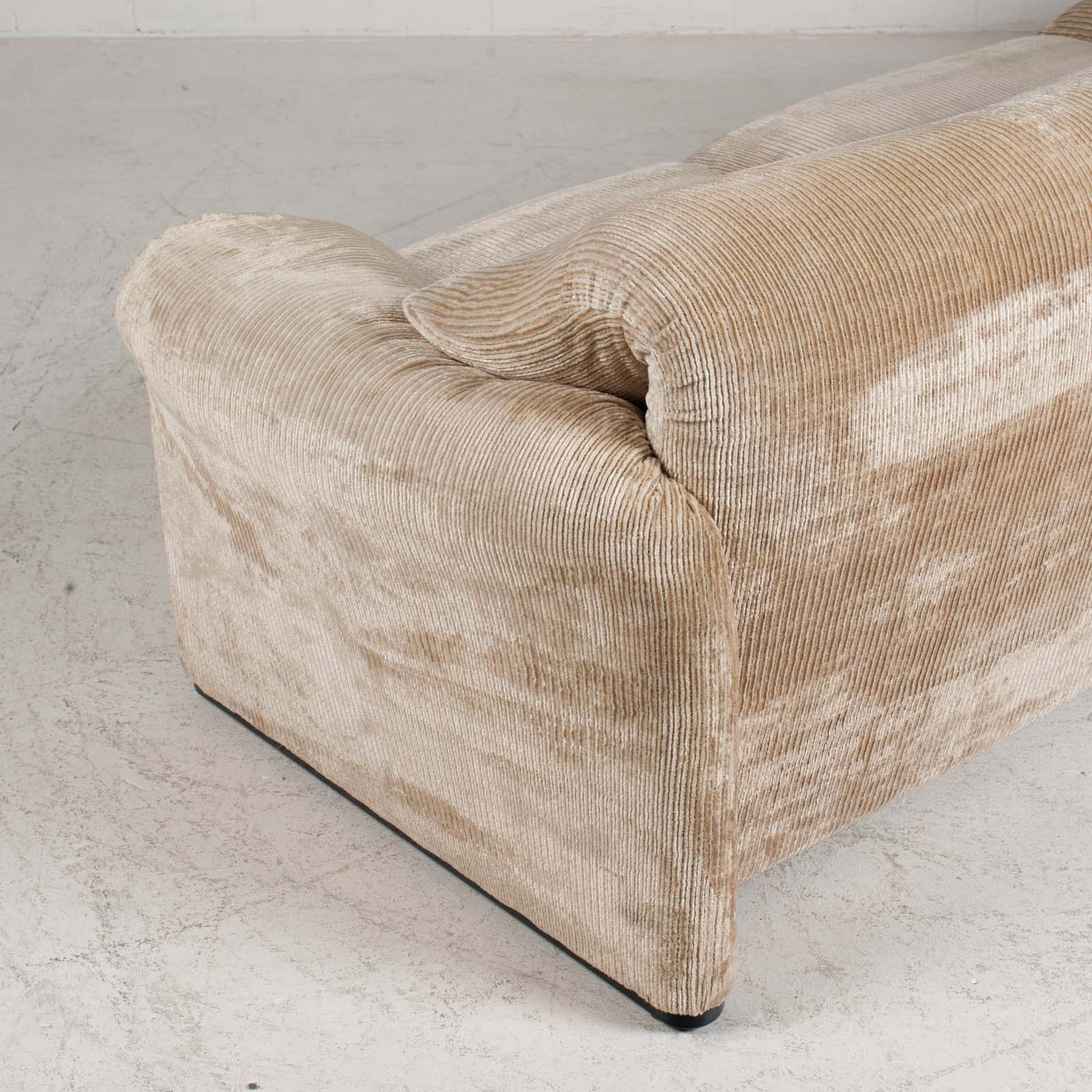 Maralunga 3 Seat Sofa By Vico Magistretti For Cassina In Original Upholstery 1970s Italy 021