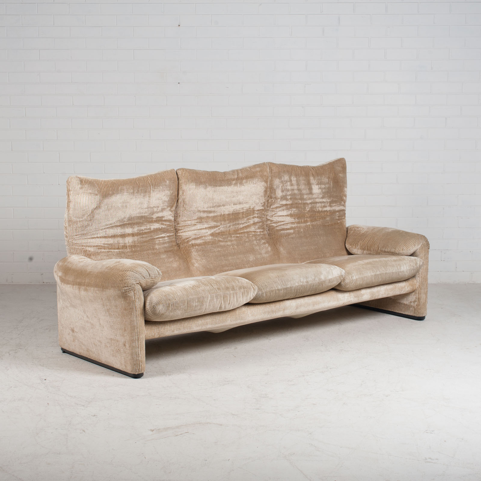 Maralunga 3 Seat Sofa By Vico Magistretti For Cassina In Original Upholstery 1970s Italy 03