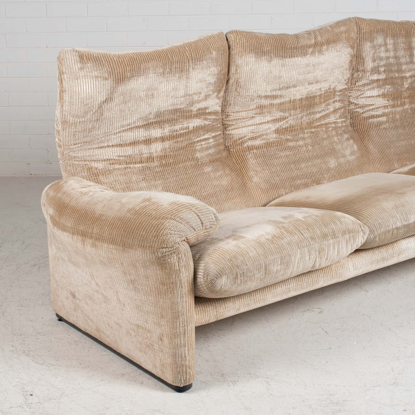 Maralunga 3 Seat Sofa By Vico Magistretti For Cassina In Original Upholstery 1970s Italy 04