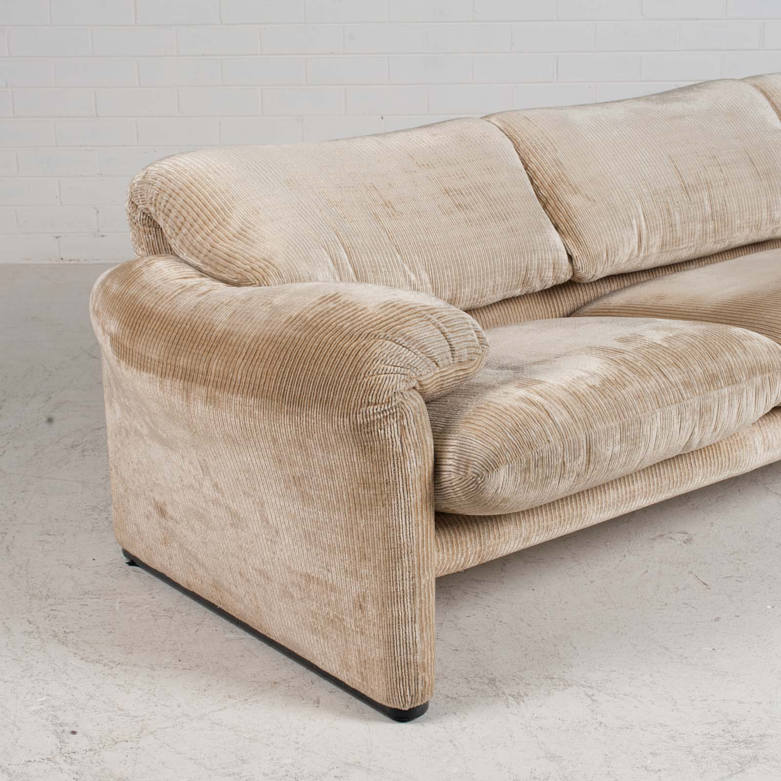 Maralunga 3 Seat Sofa By Vico Magistretti For Cassina In Original Upholstery 1970s Italy 09