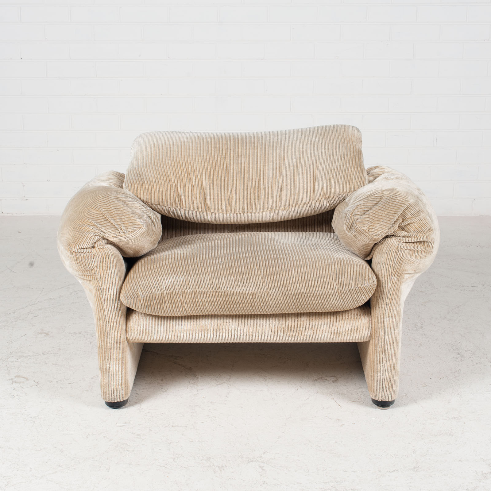 Maralunga Armchair By Vico Magistretti For Cassina In Original Upholstery 1970s Italy 02