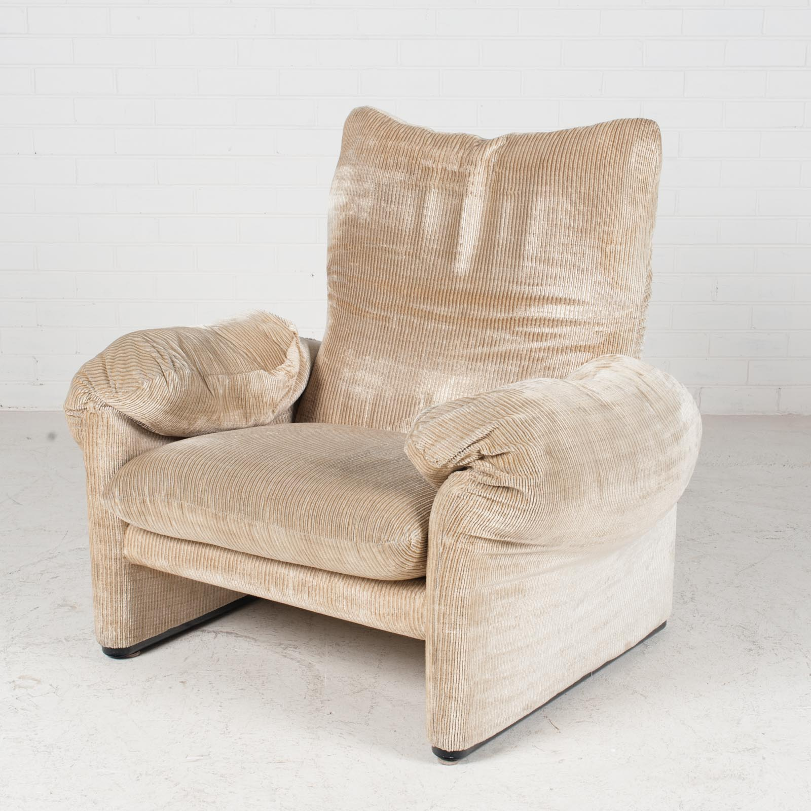Maralunga Armchair By Vico Magistretti For Cassina In Original Upholstery 1970s Italy 03