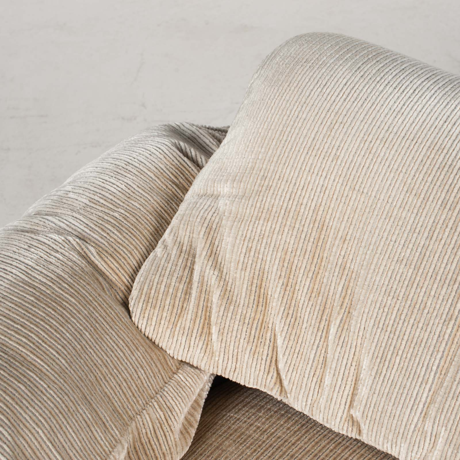 Maralunga Armchair By Vico Magistretti For Cassina In Original Upholstery 1970s Italy 05