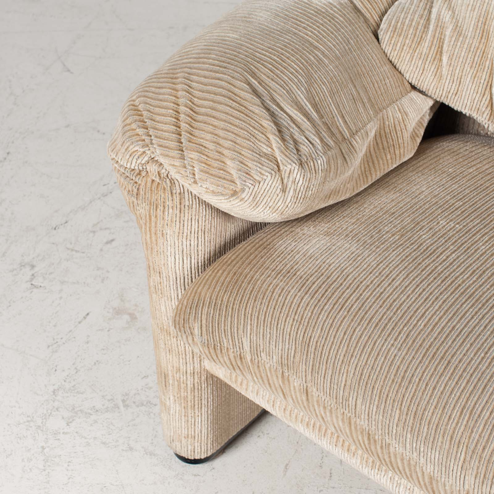 Maralunga Armchair By Vico Magistretti For Cassina In Original Upholstery 1970s Italy 06